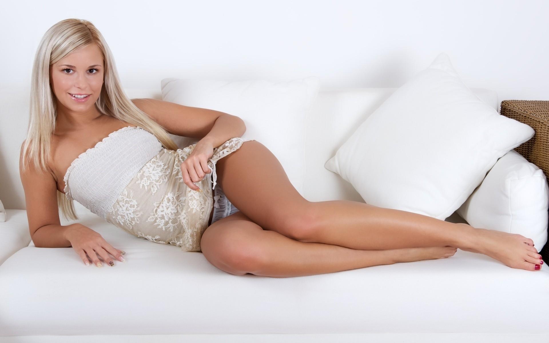 Lola Myluv - Model page