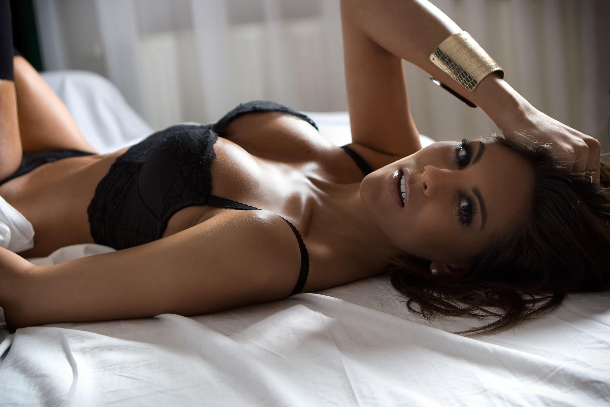 Фото женского нижнего белья в постели, красивые русские мамки порно смотреть