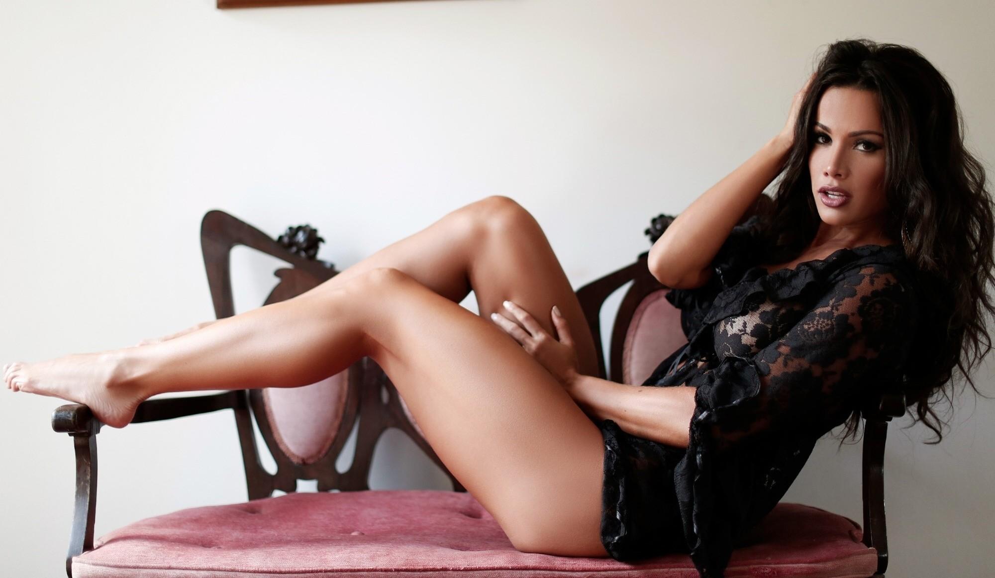Секс онлайн красотка с длинными ногами, сайт женщин в магнитогорске с большими попами