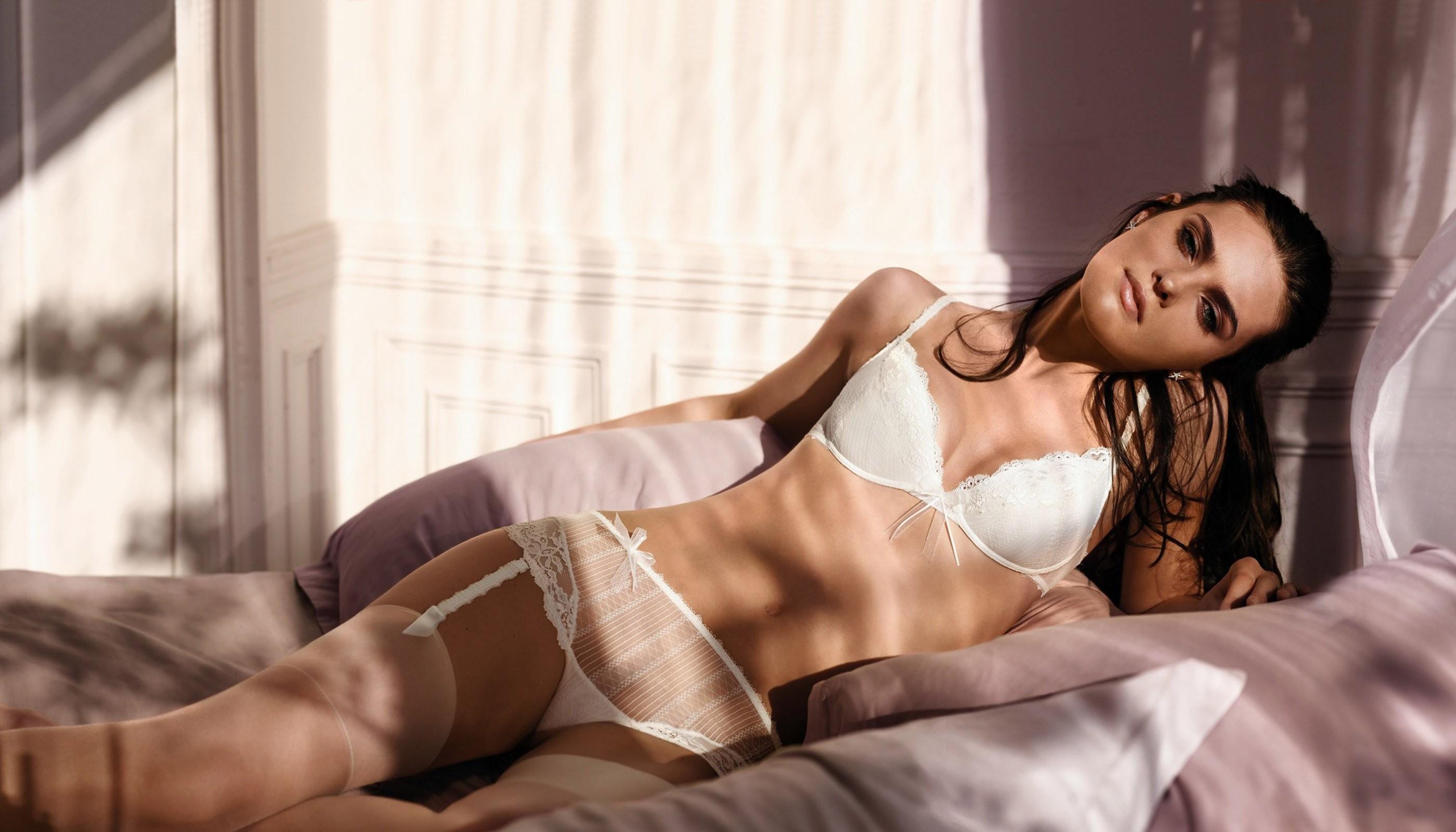 Фото девушек без нижнего белье, Фото женщин без нижнего белья - Эротические фото 12 фотография