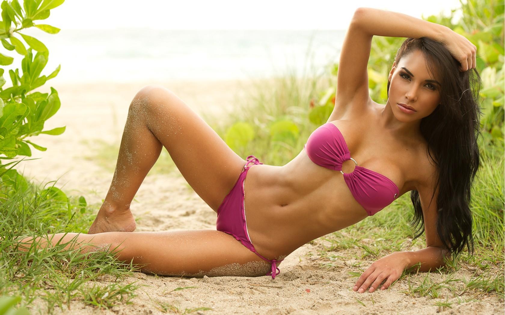 Print on can vas hot brunette girl sexy bikini butt