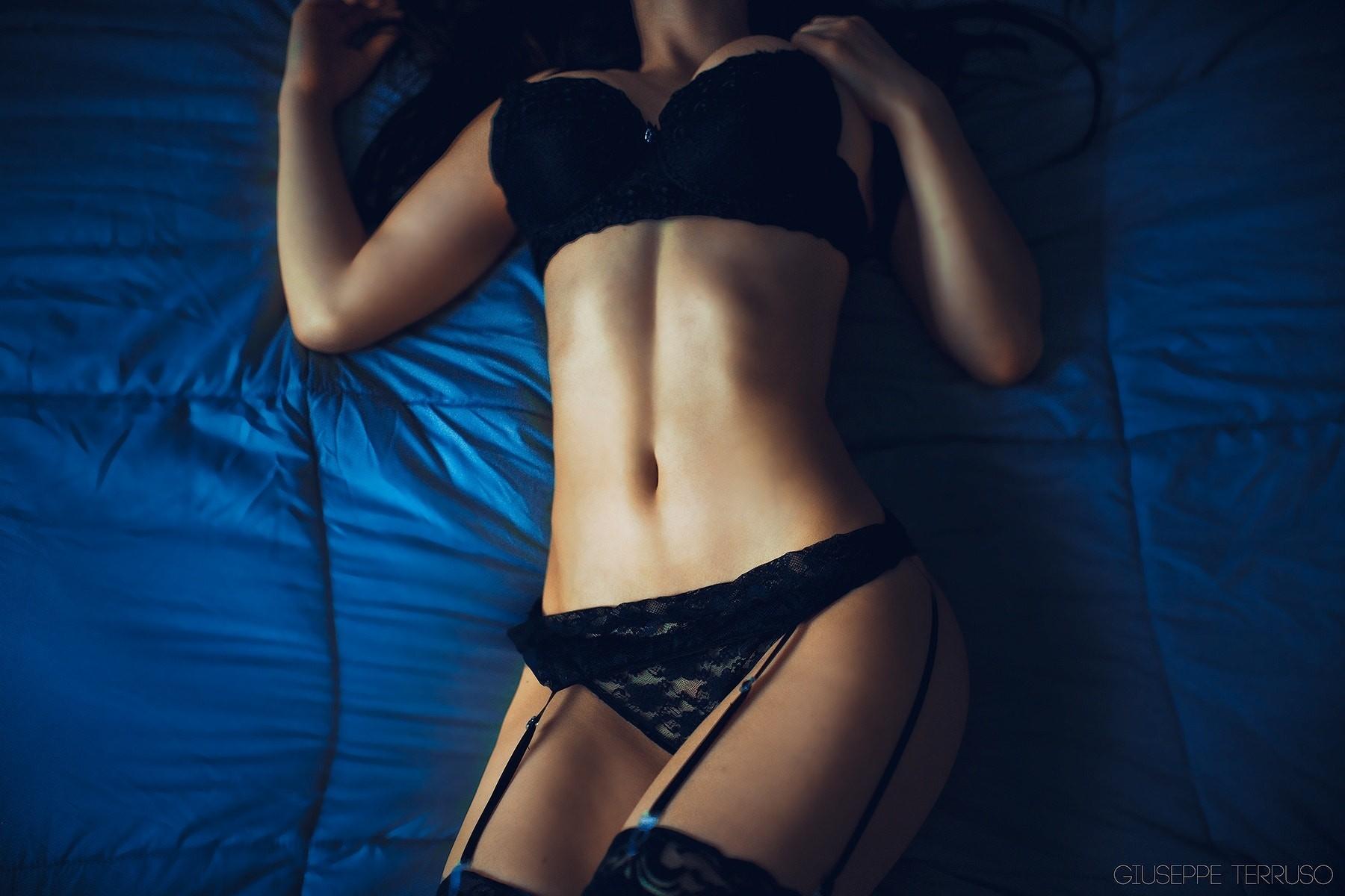 Домашнее фото девушек со спины в нижнем белье
