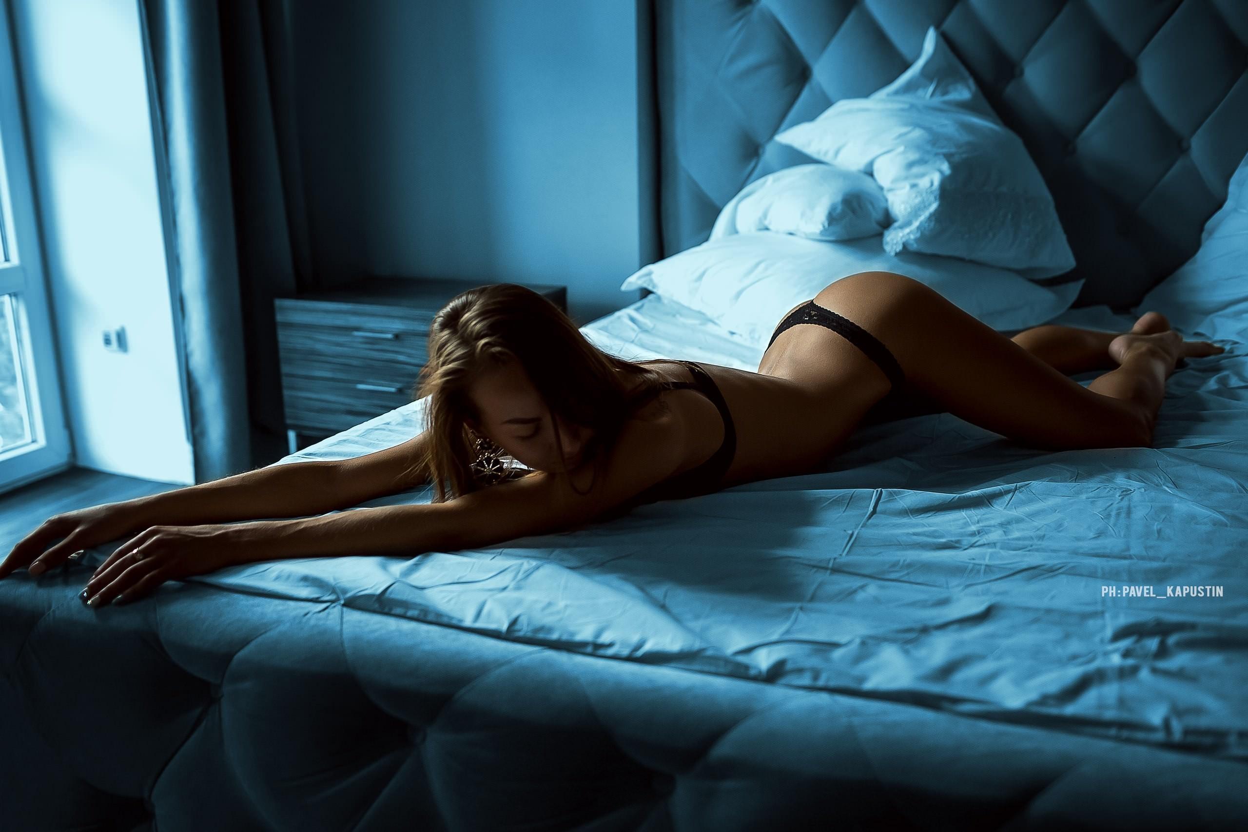персонажи предоставленных парниша с утра прессует горячую азиатку на кровати уверены