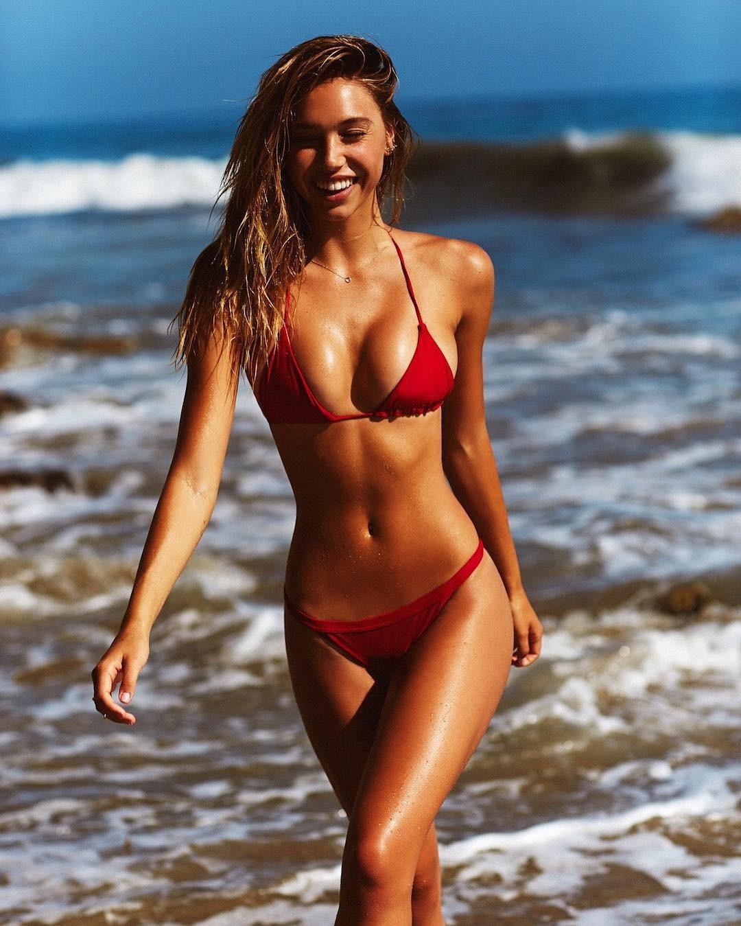 paren-trahnul-aleksis-v-bikini-foto