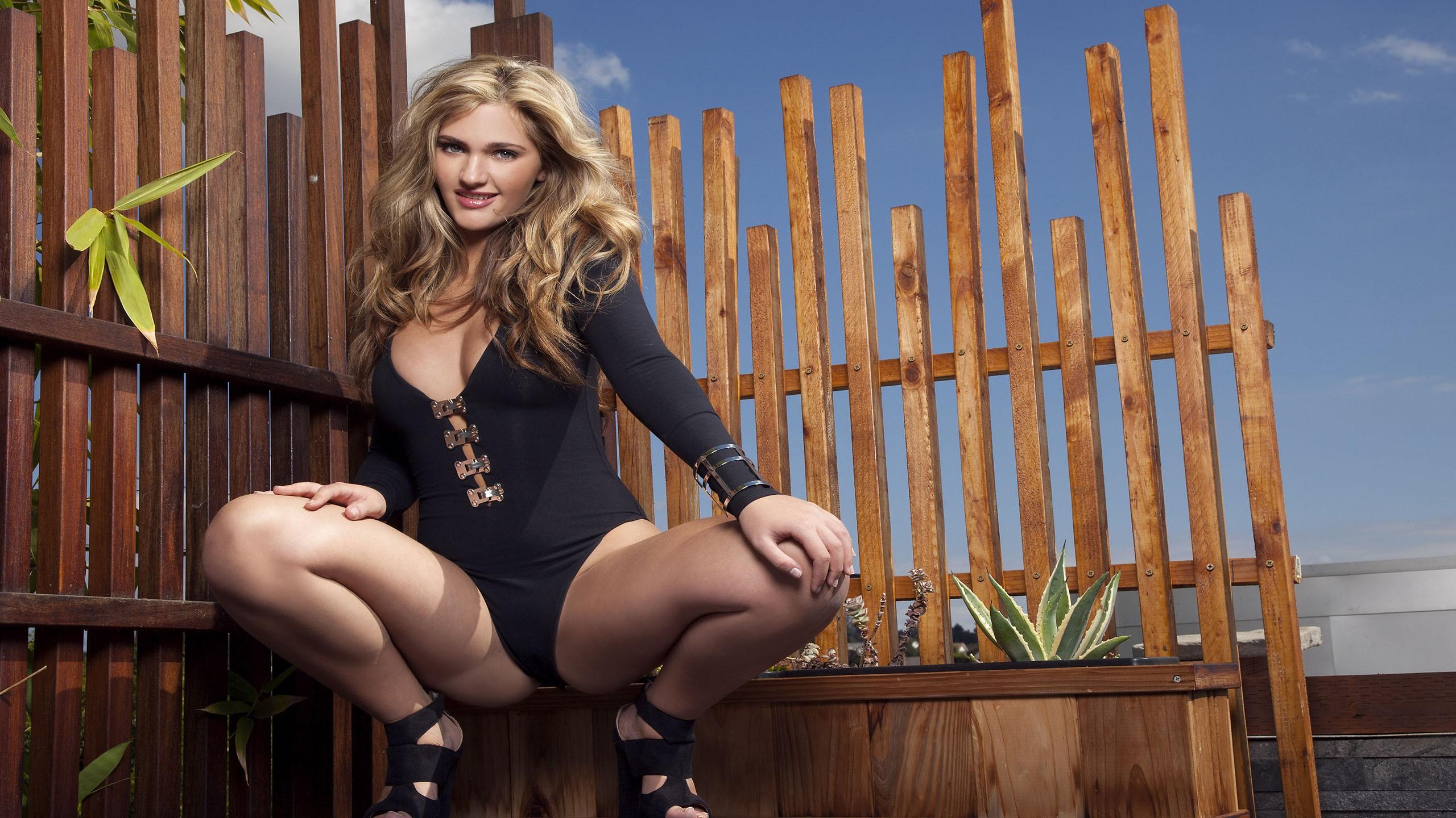 раздвинутые ножки женщин фотографии хорошего качества