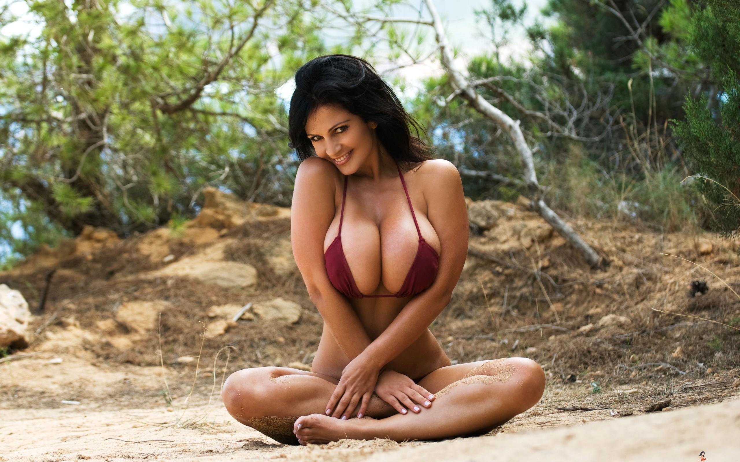 Big tits blonde bikini pool