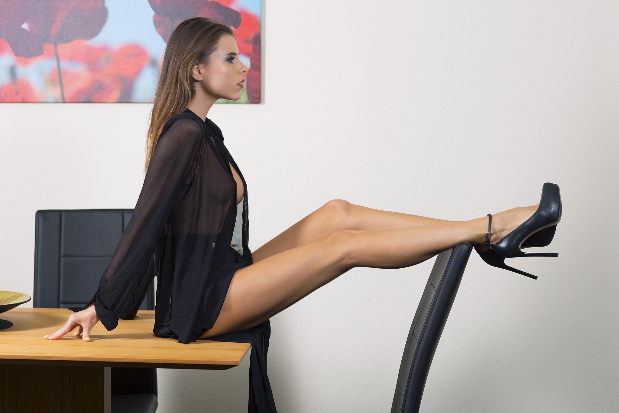 Fondos de pantalla mujer modelo mirando a otro lado for Ver videos porno en la oficina