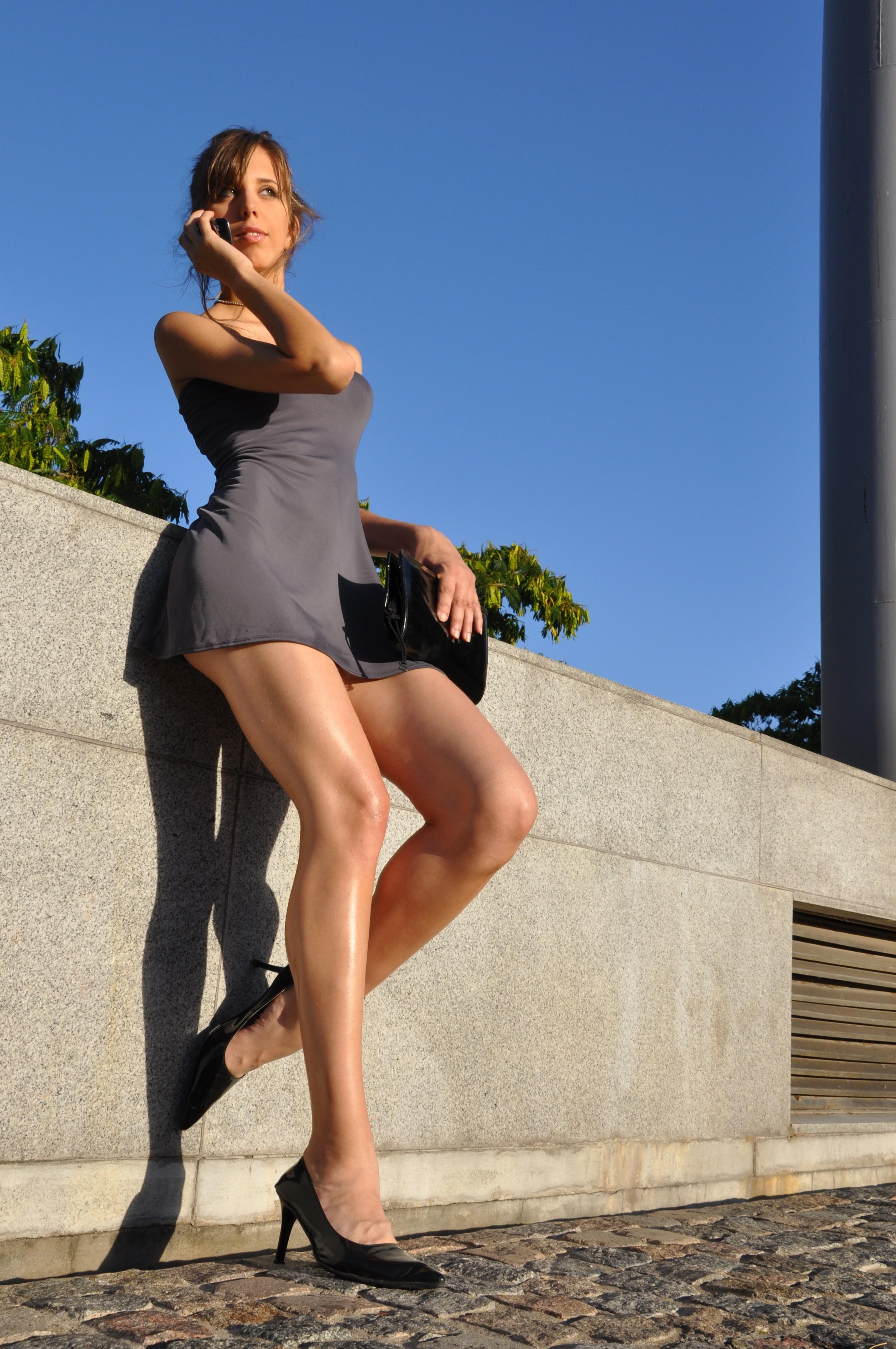 приготовим фото мини юбки сидеть нога на ногу история