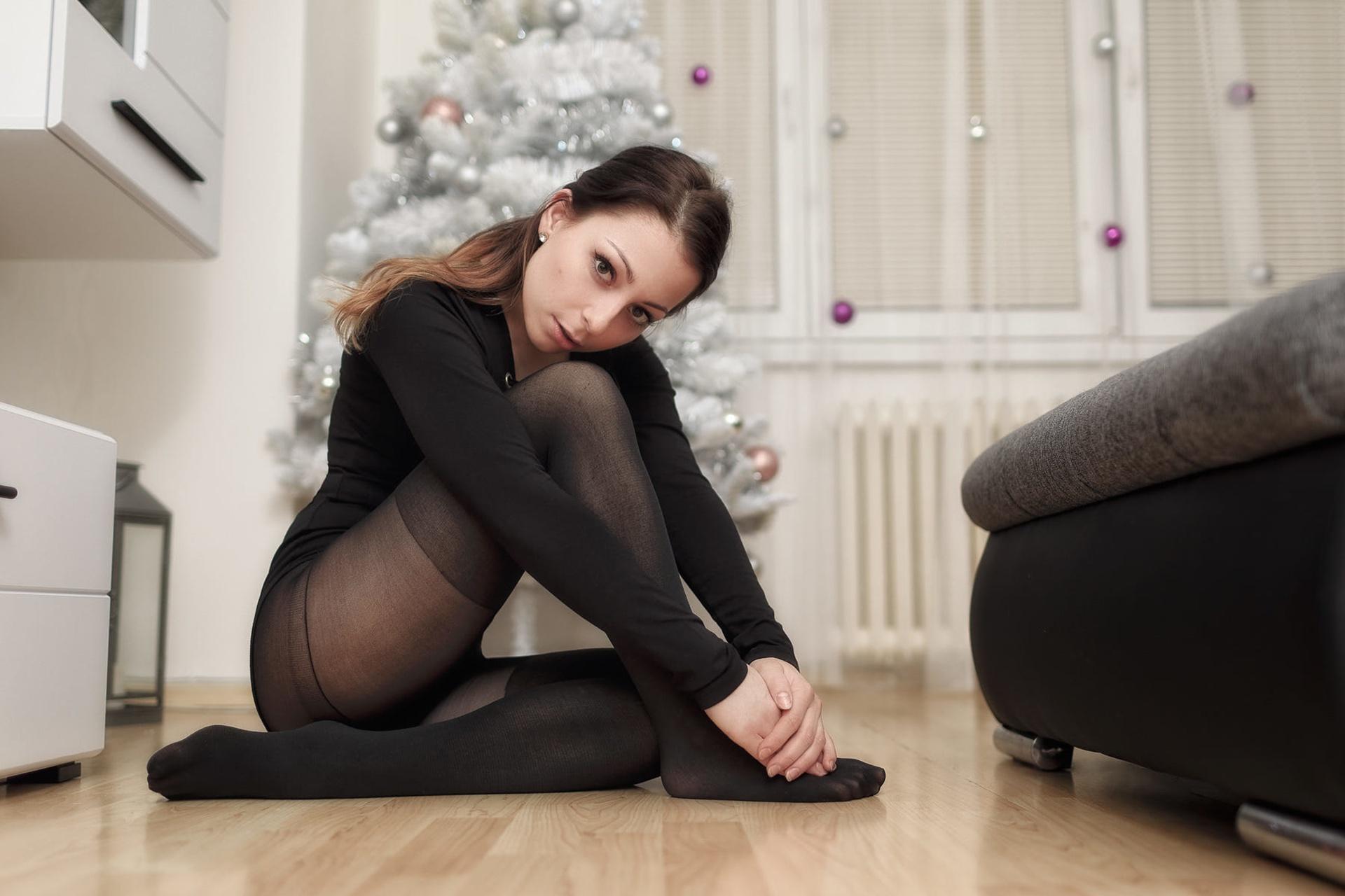 Смотреть женщины в колготках, смотреть порно служанка возбудила хозяина