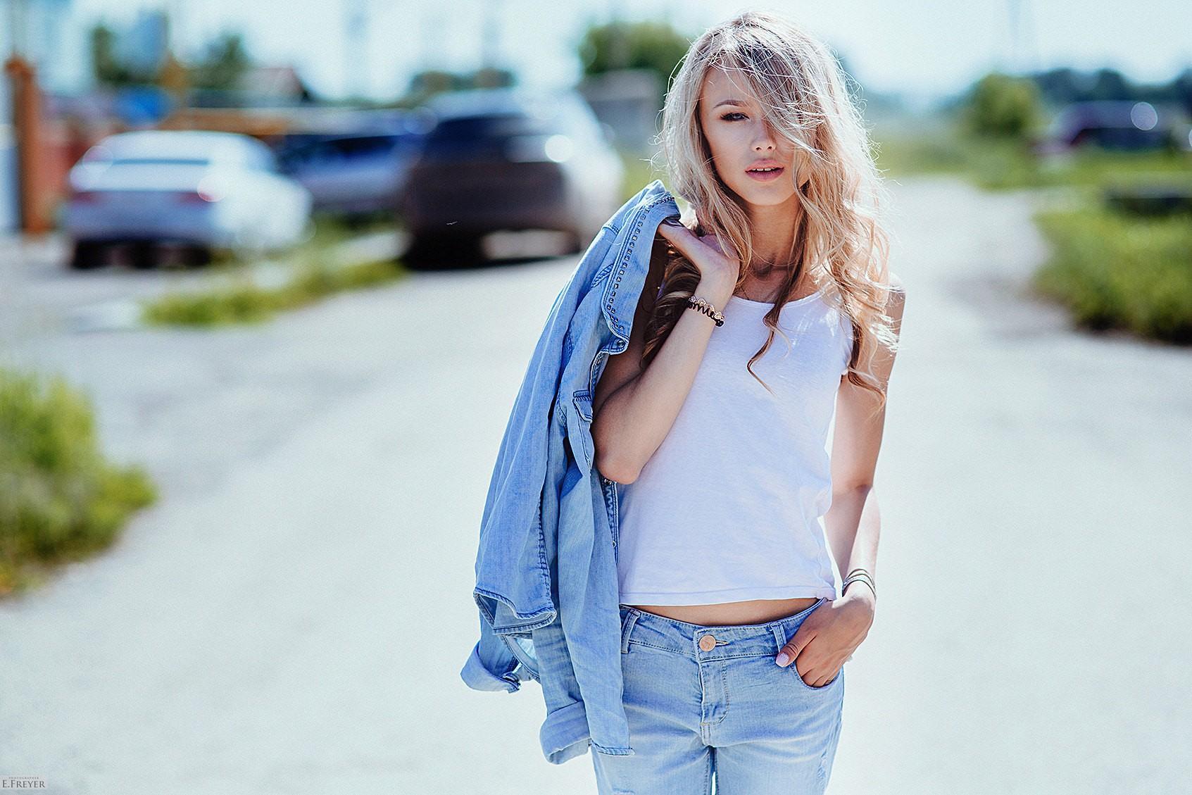 фото блондинка в джинсах секс