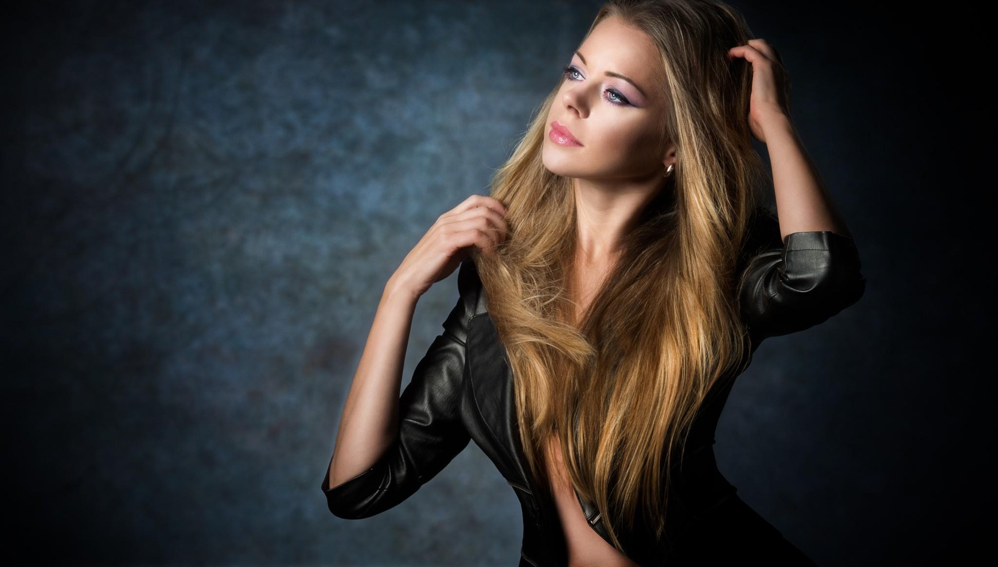 Wallpaper Women Model Long Hair Asian Singer Blue: Fondos De Pantalla : Mujer, Modelo, Rubia, Mirando A Otro