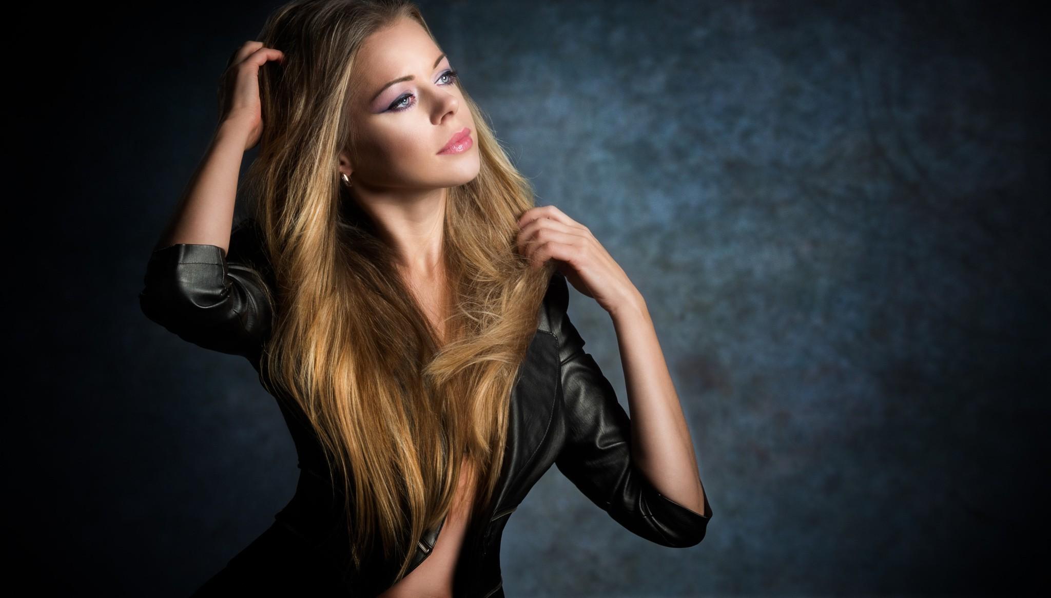 Wallpaper Women Model Long Hair Asian Singer Blue: Wallpaper : Women, Blonde, Looking Away, Long Hair, Blue
