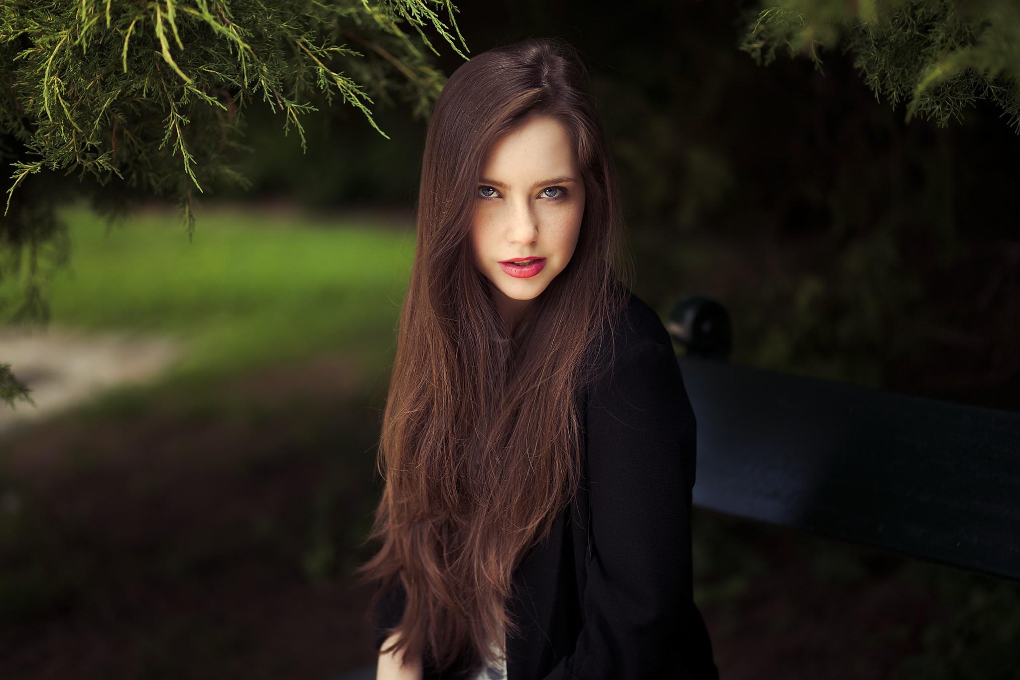 dlina-volosie-bryunetki-ne-pokazivayushih-litso