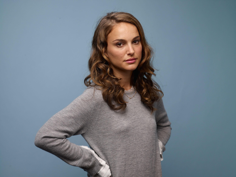 Wallpaper  Women, Model, Long Hair, Brunette, Sweater -9323