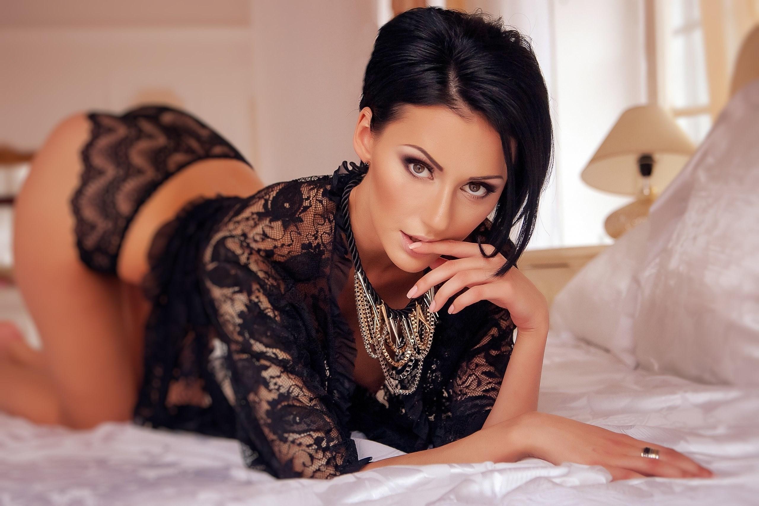 bryunetka-zrelaya-pornozvezda