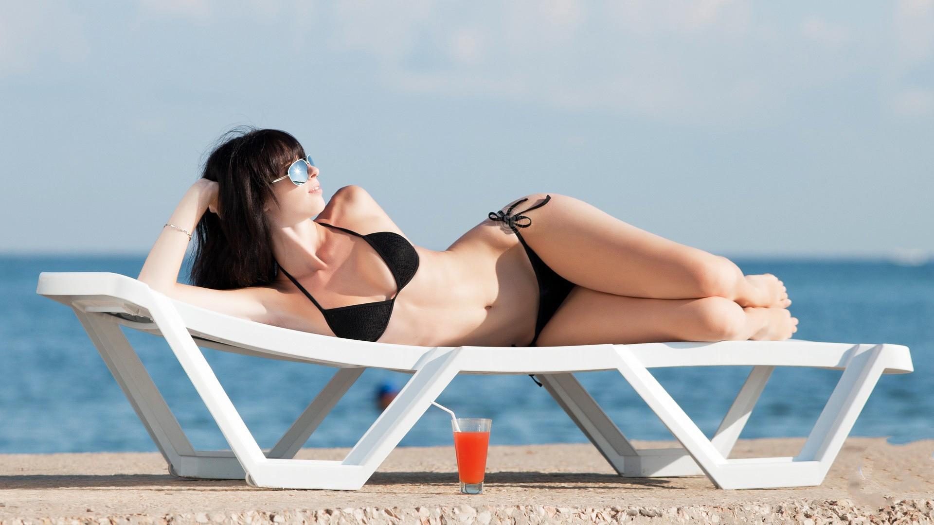sunbathing-bikini-girls-pictures-women-bodybuilder-fucking