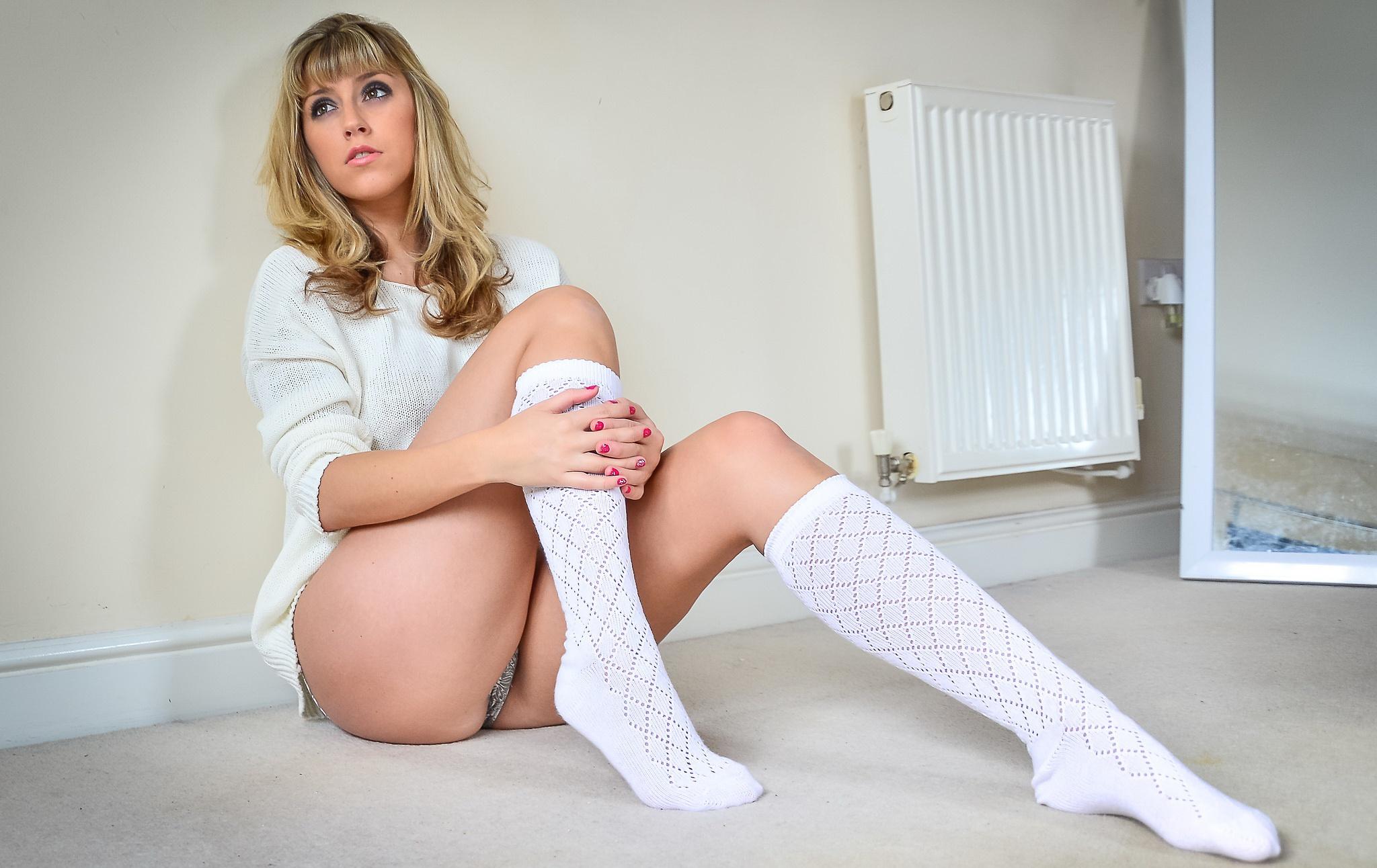 телочка в беленьких носочках виде
