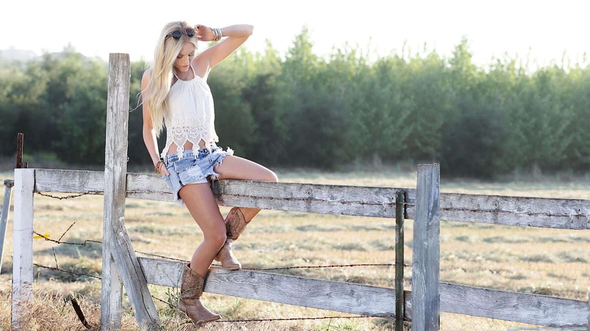 country-music-girls-hot-legs