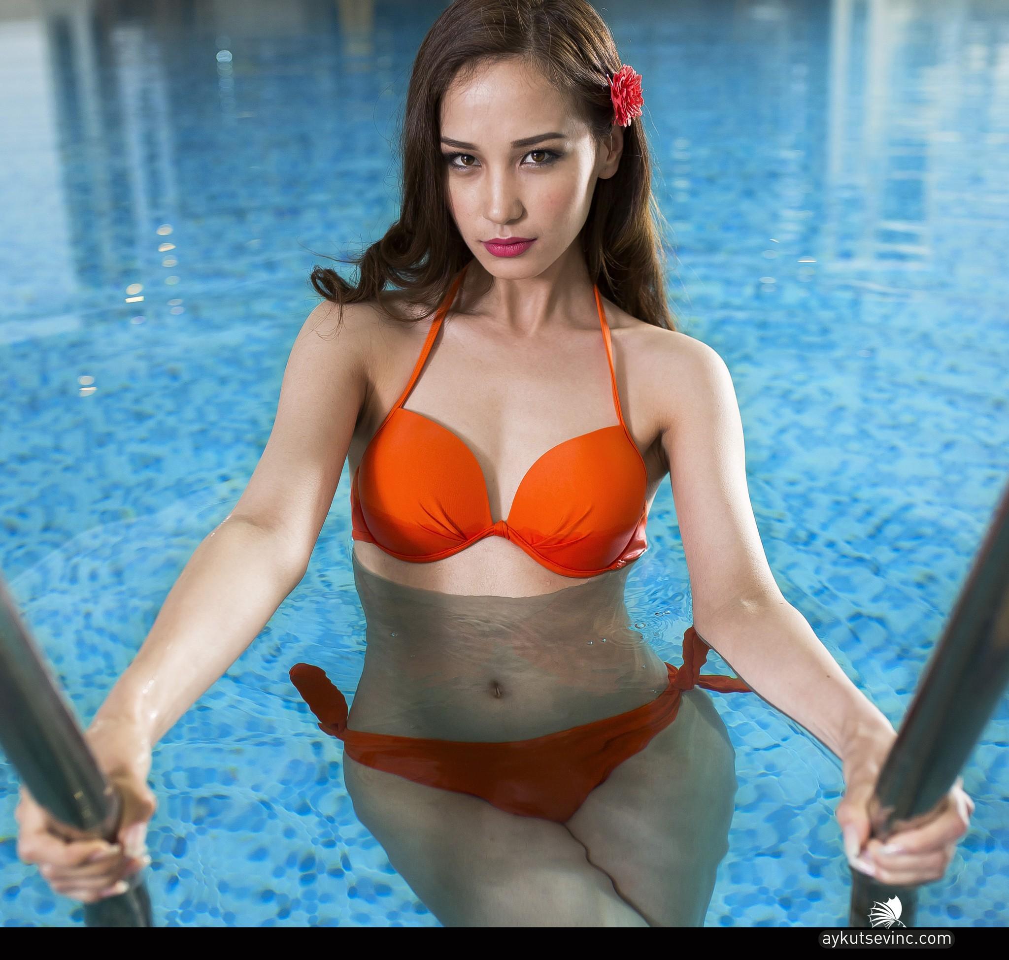 38dc7ed8f mulheres modelo piscina bikini lingerie Roupa de banho roupas Supermodelo  peito sessão de fotos abdômen coxa
