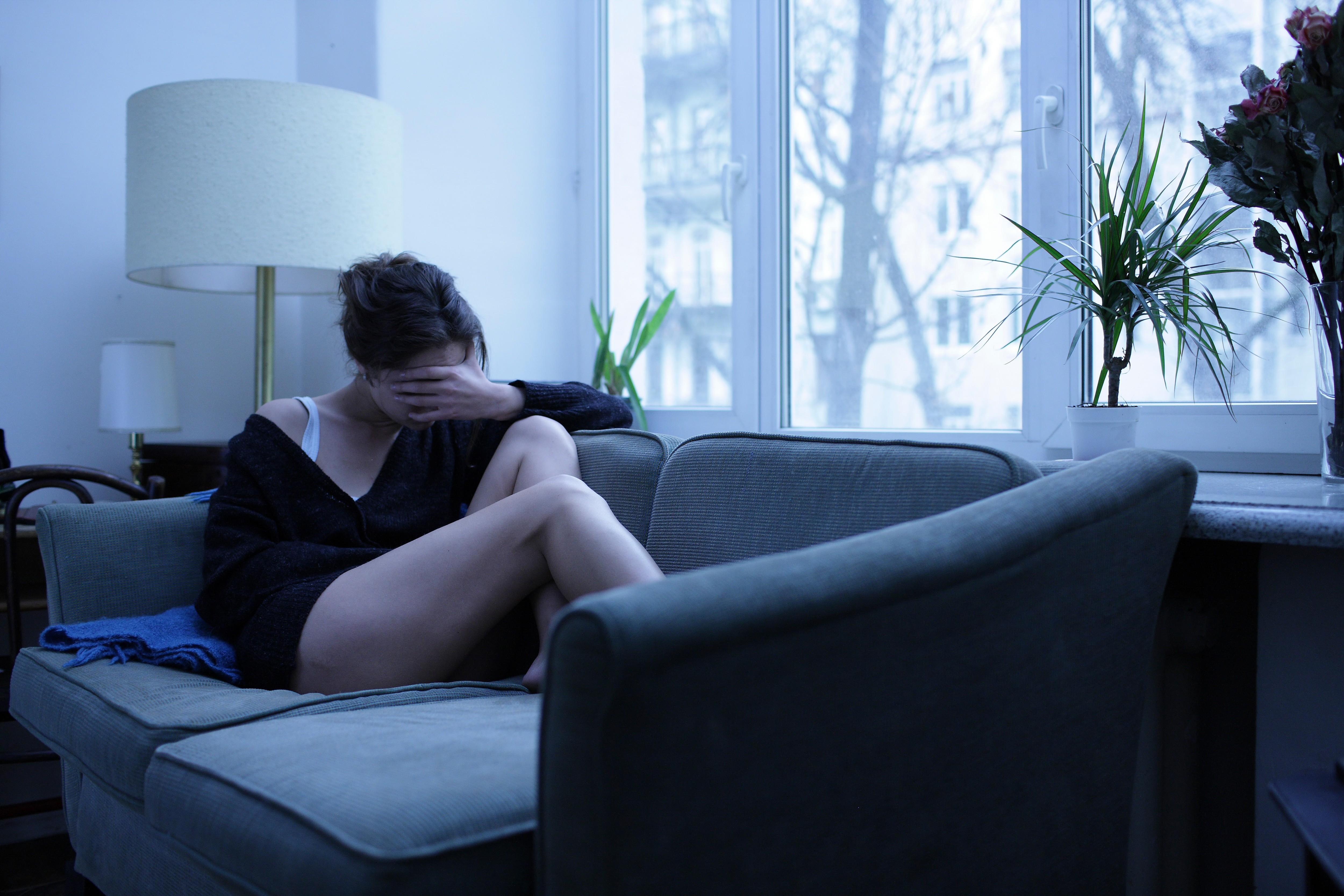 Hintergrundbilder : Frau, Modell-, Fenster, Brünette, Zimmer, Couch ...