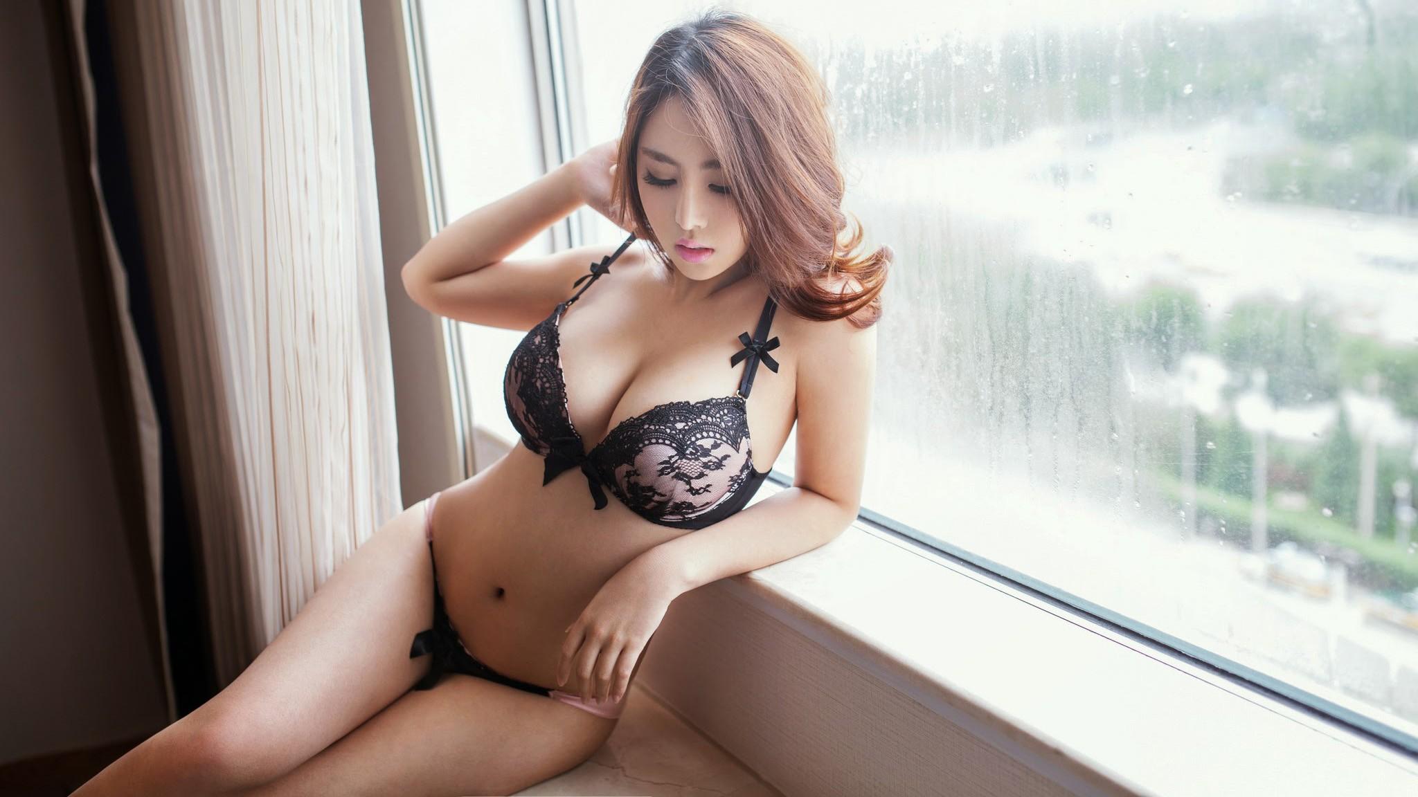 девушки в нижнем белье азиатки хорошо учился, особенно