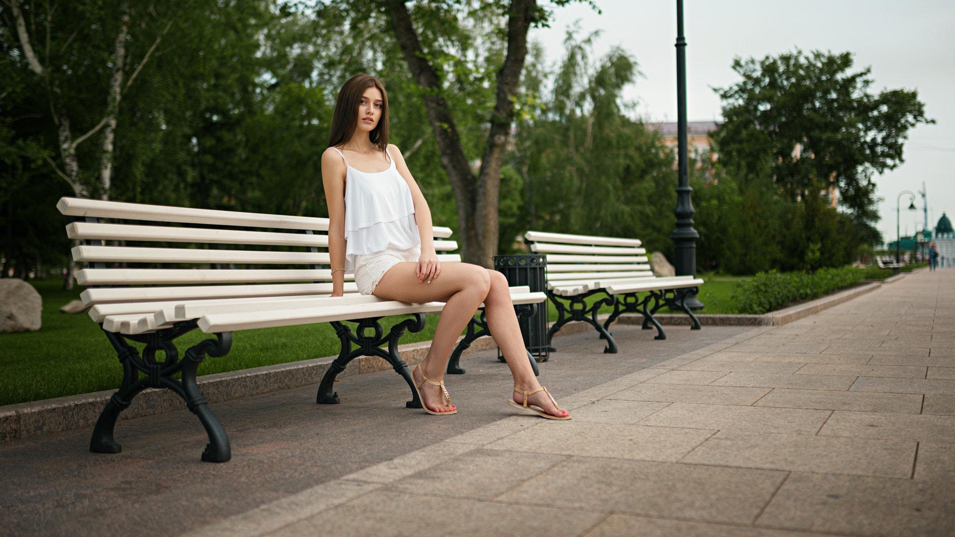 Подружка в парке на лавочке раздвинула ноги, порно фото русское с контакта