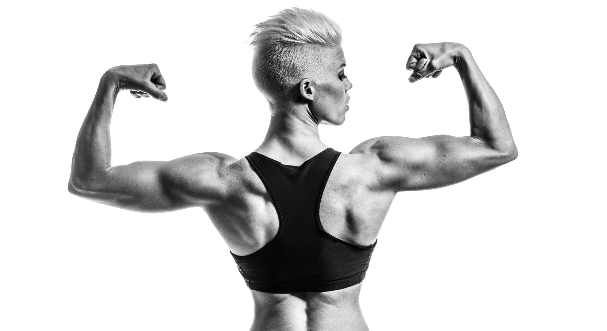 Hintergrundbilder : Frau, einfarbig, Modell-, kurzes Haar, Muskeln ...