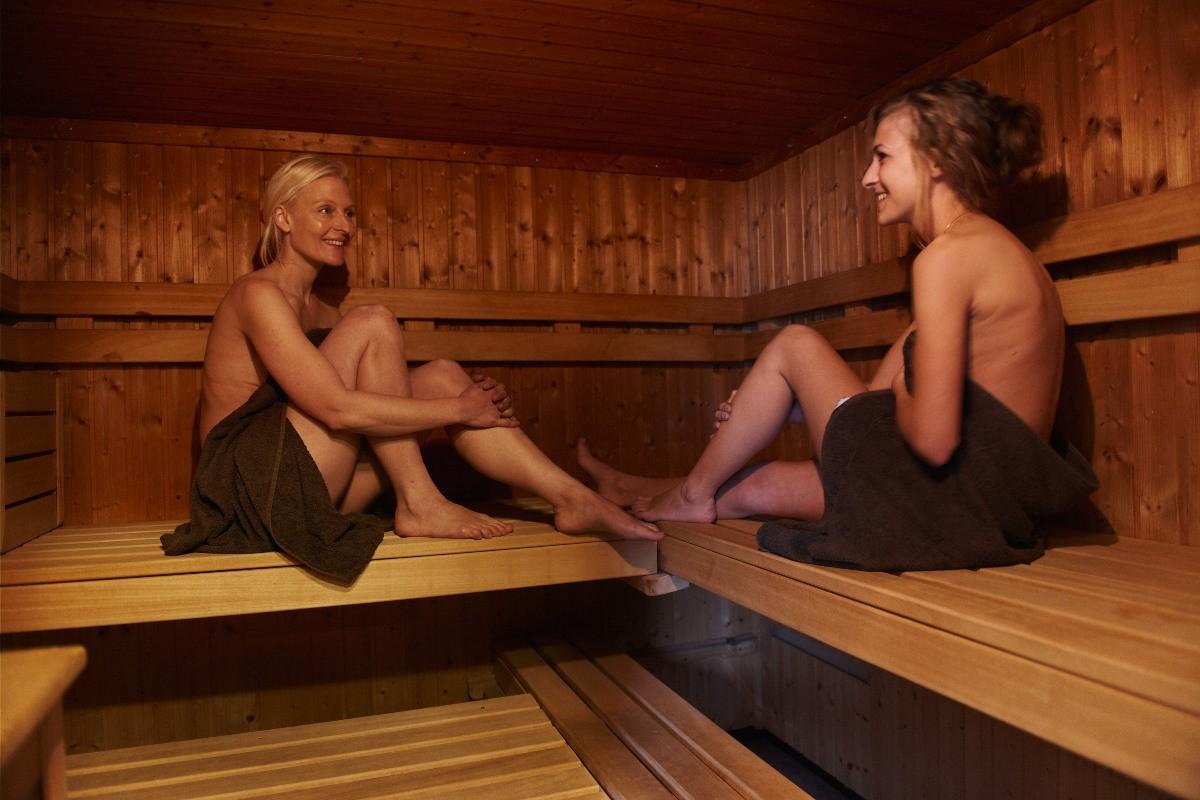 Пацаны в бане с девушками видео 15