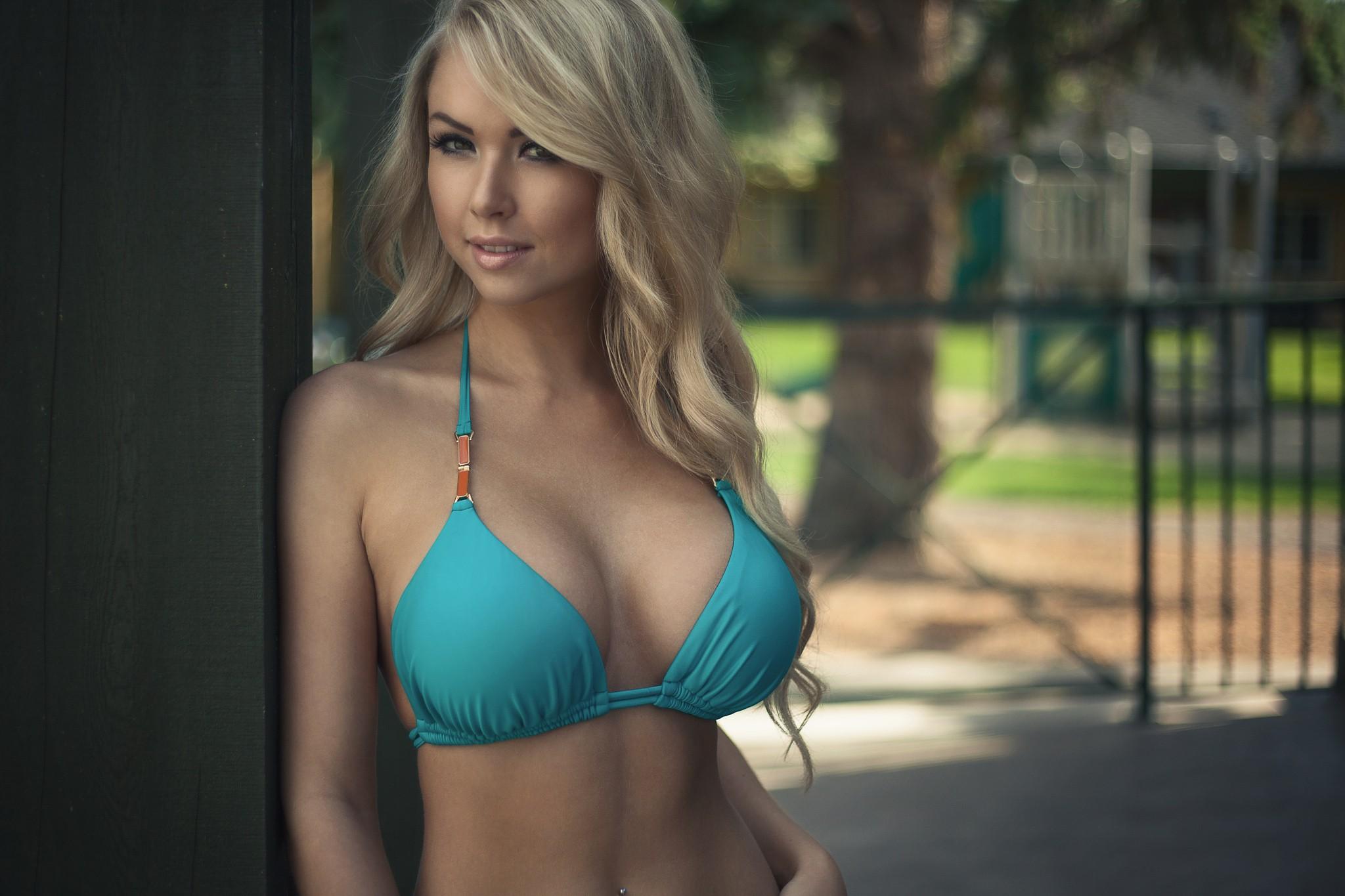 Blondes in bikini