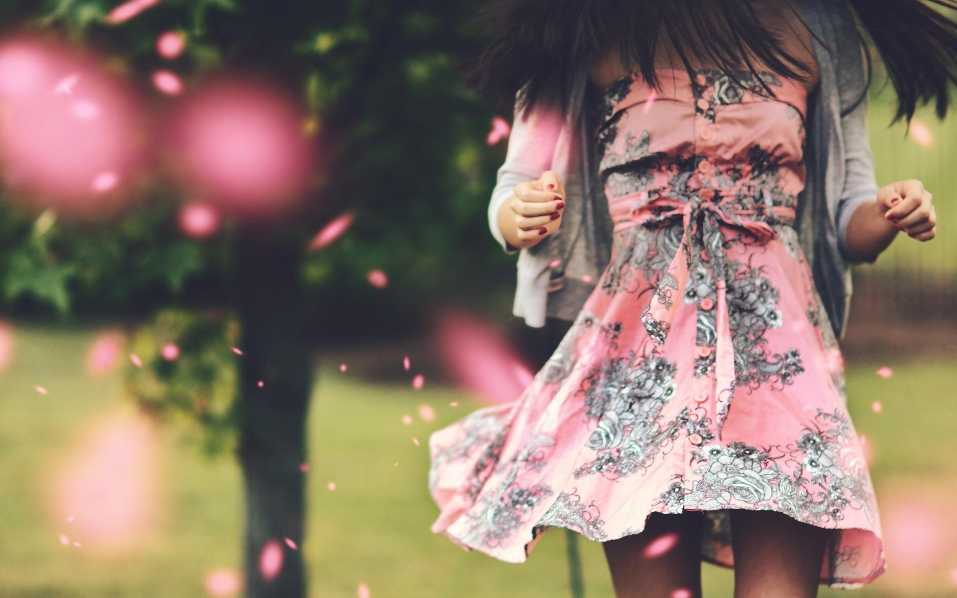 Картинки девушка в платье на аву