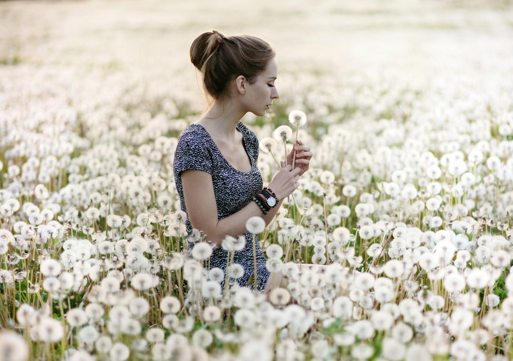 Картинки людей с цветами