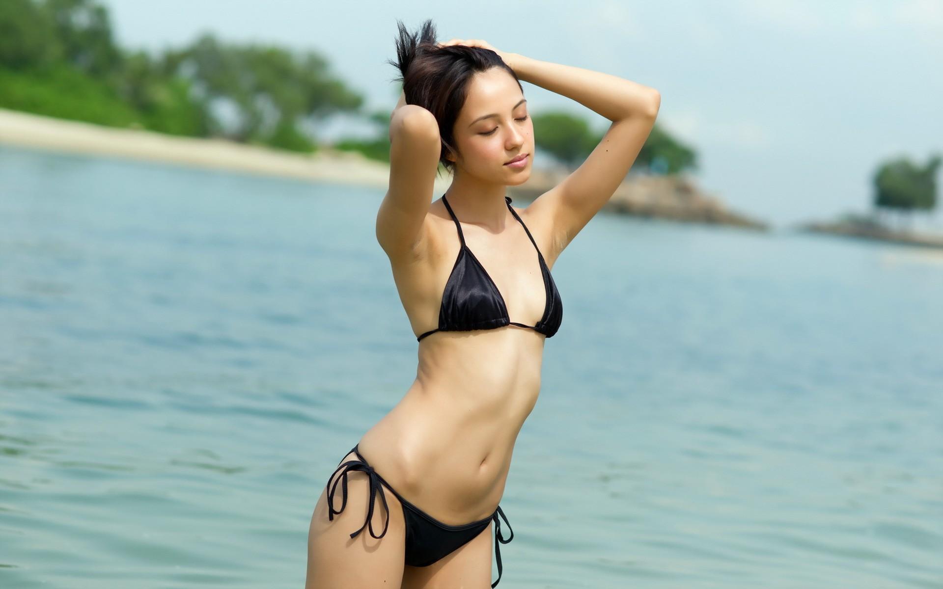 Photos of bardolino lake garda Hey Mama! Tori Spelling Slips Into Incredibly Skimpy String Bikini