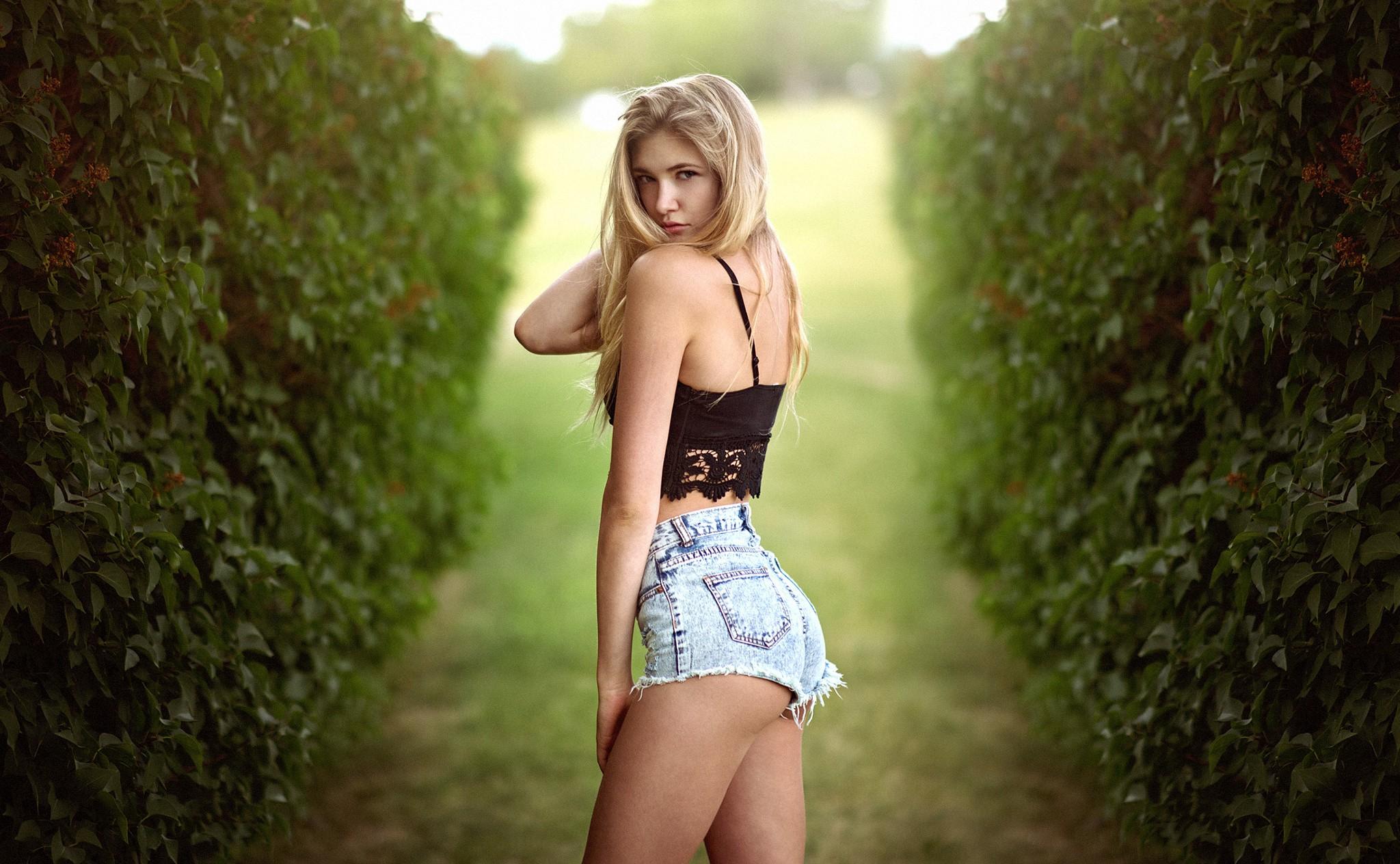 Фото попки блондинки #11