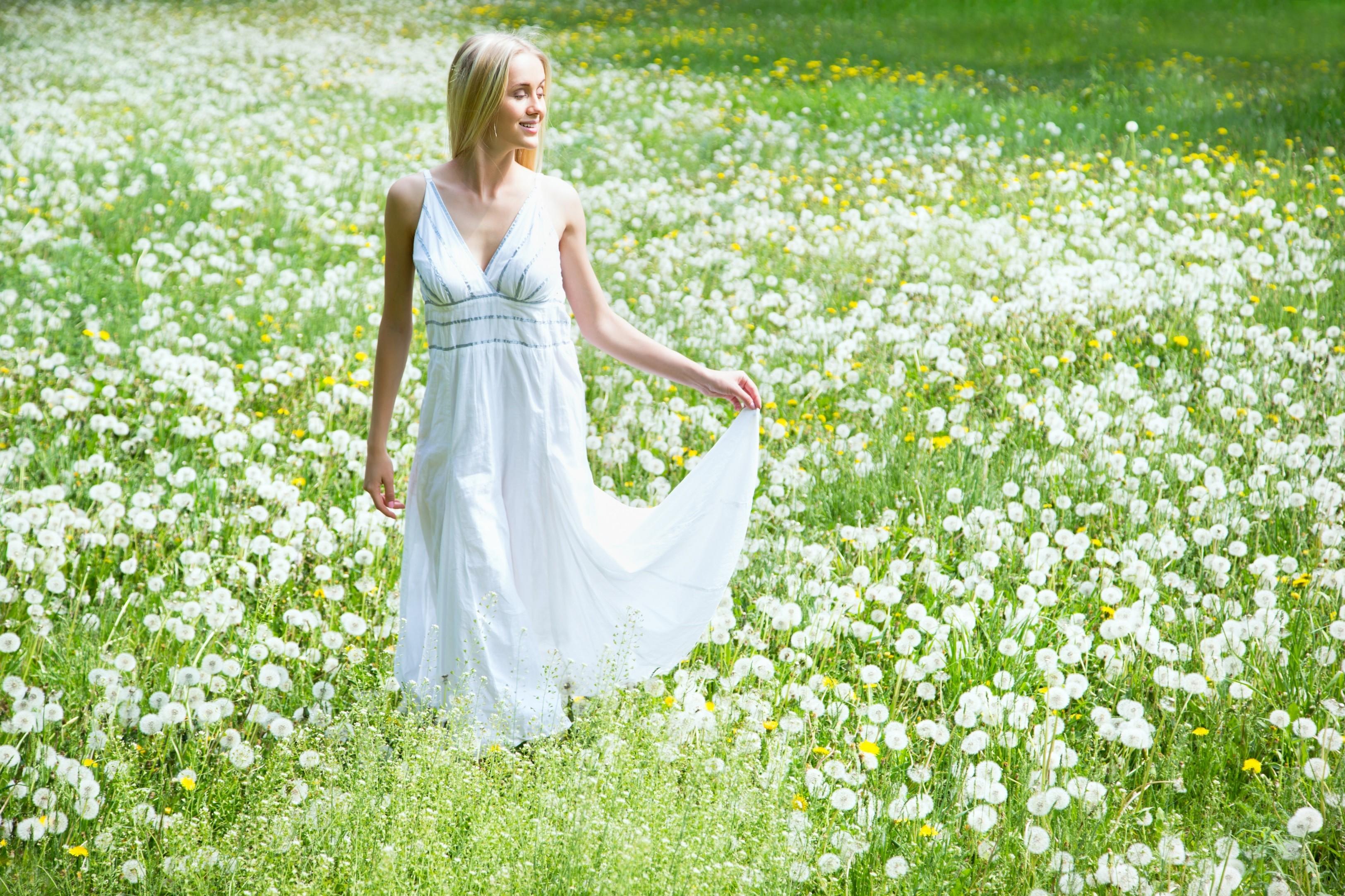 Hintergrundbilder : Frauen im Freien, Frau, Modell-, Gras, Feld ...