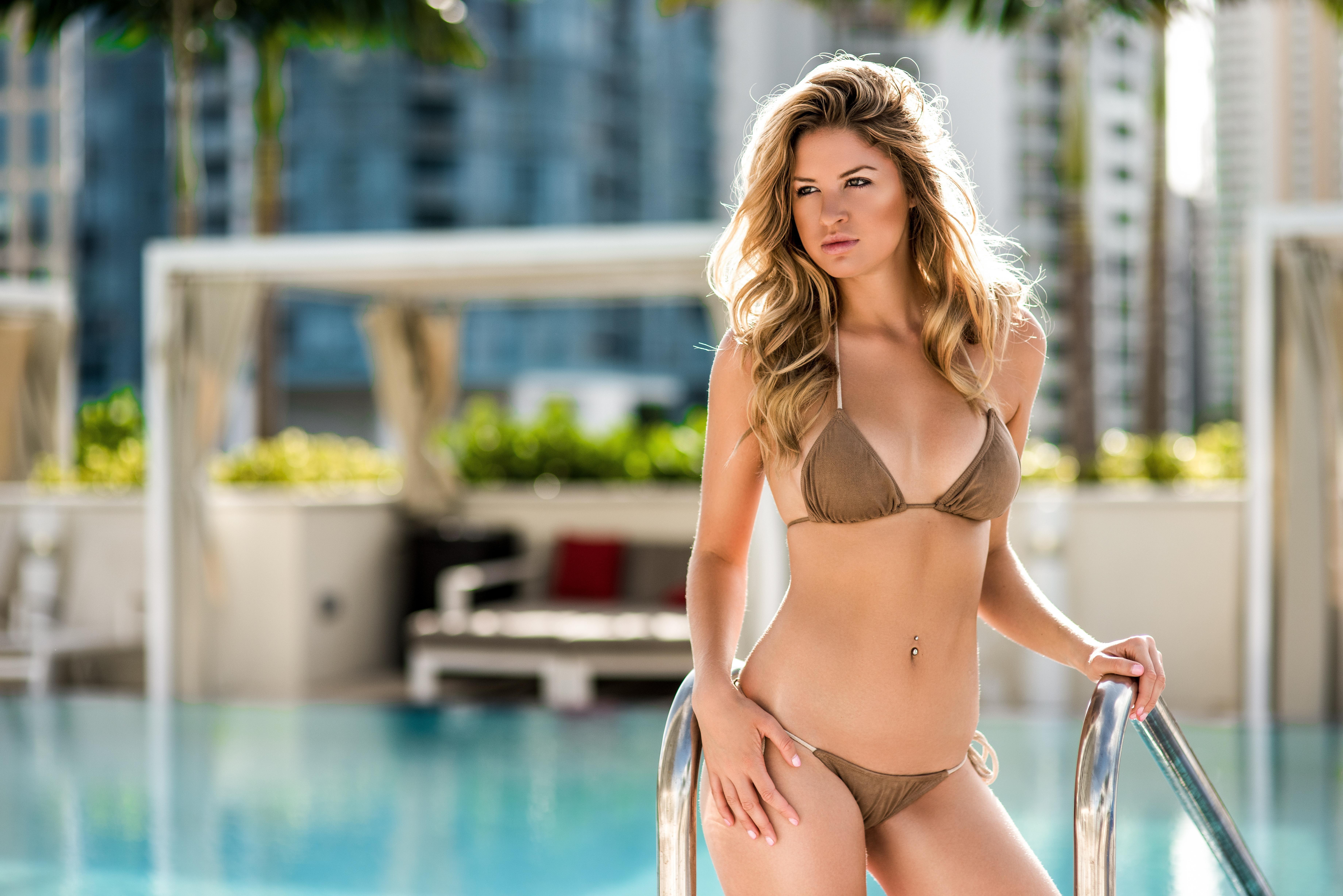 Wallpaper daily bikini