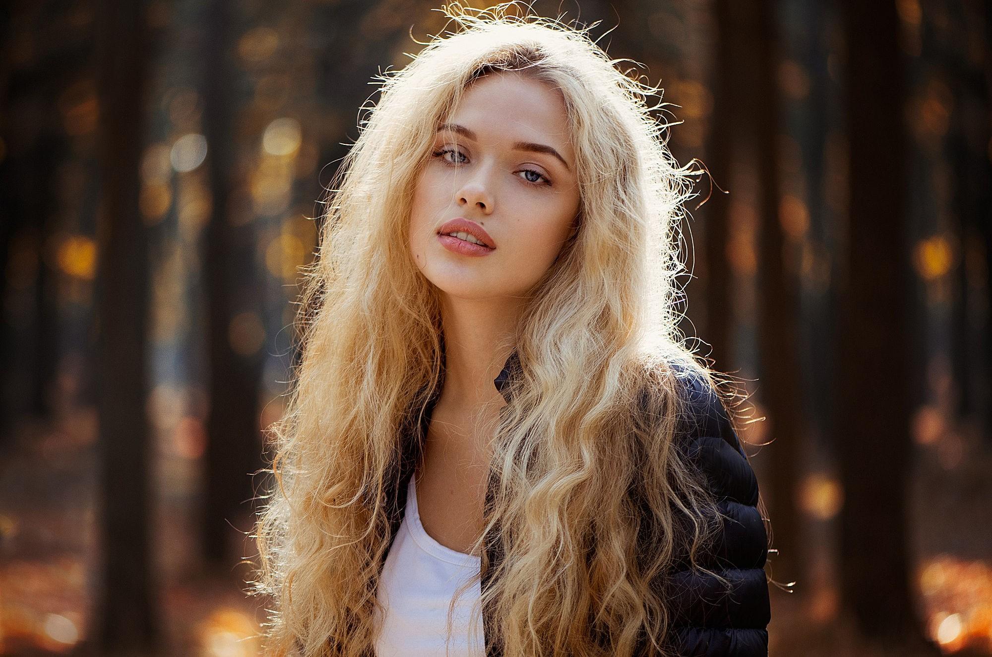 Women Blonde Blue Eyes Long Hair Wavy Hair Portrait: Wallpaper : Women Outdoors, Model, Blonde, Long Hair, Blue