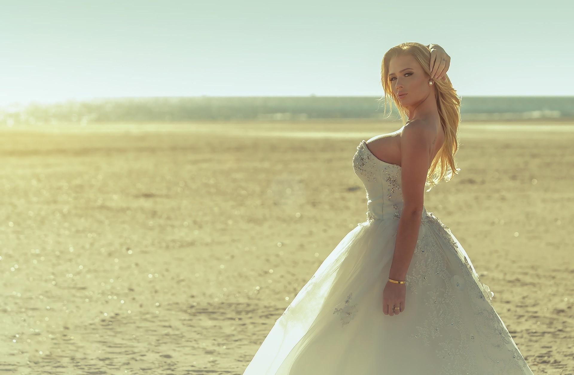 Hintergrundbilder : Frauen im Freien, Frau, Modell-, Sand ...