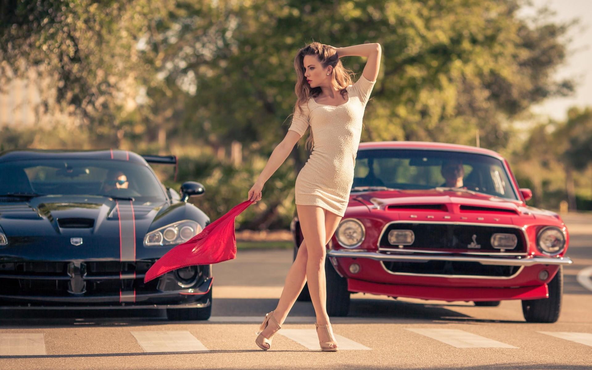 Обои на рабочий стол на девушки и авто 2015