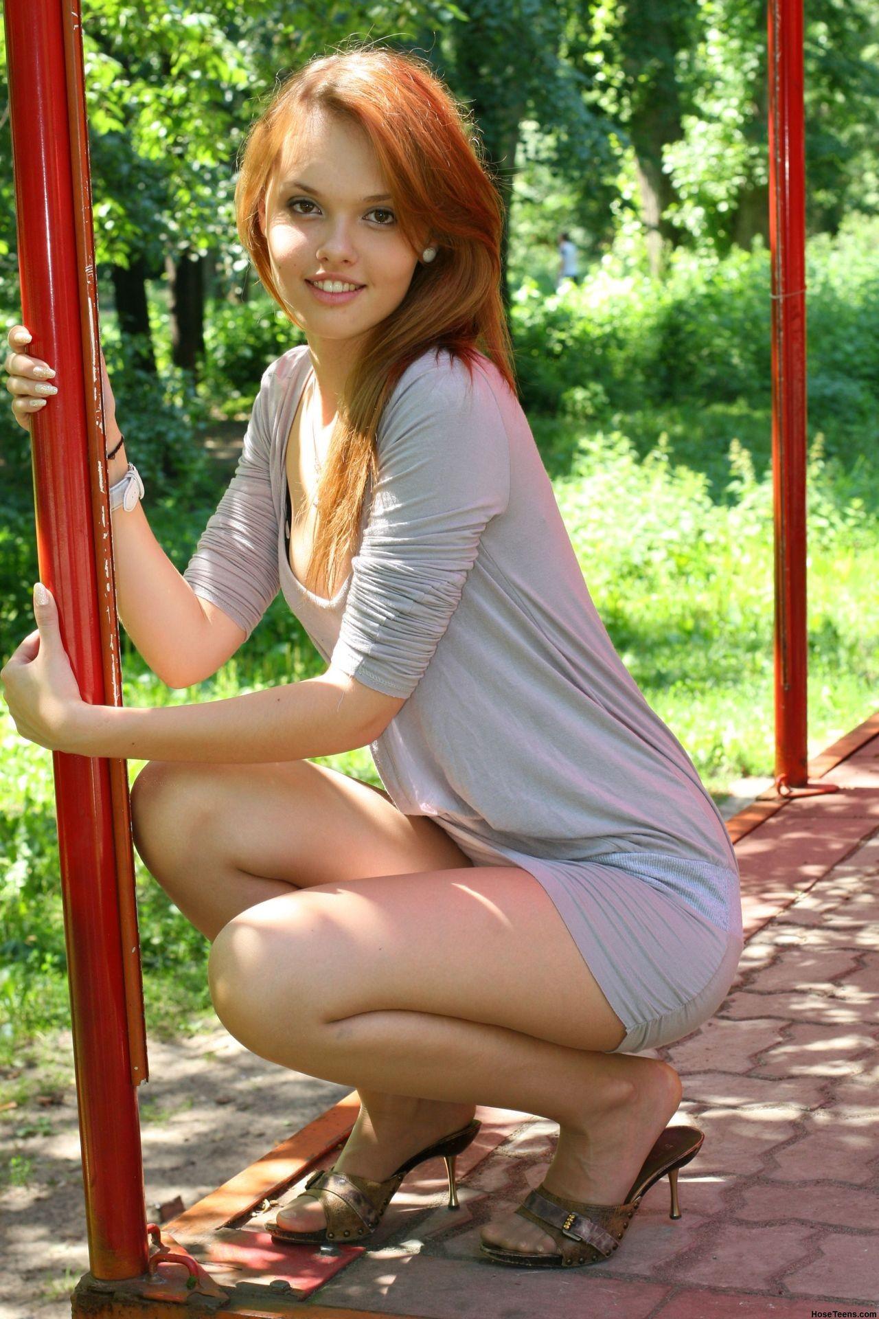 Сидящие девушки на корточках в колготках фото, список видео сайты рунеток