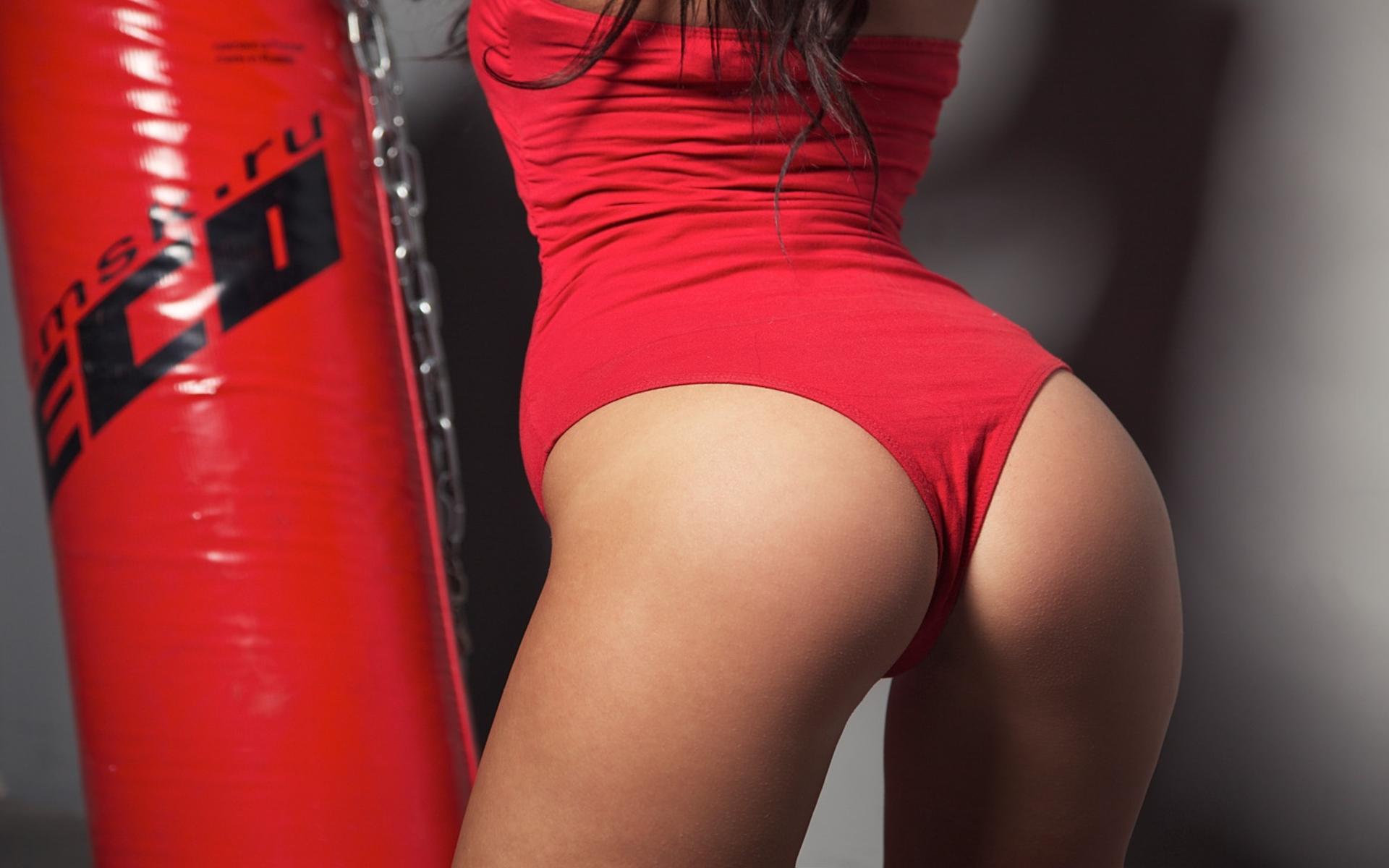 красивые попки в красных трусиках картинки