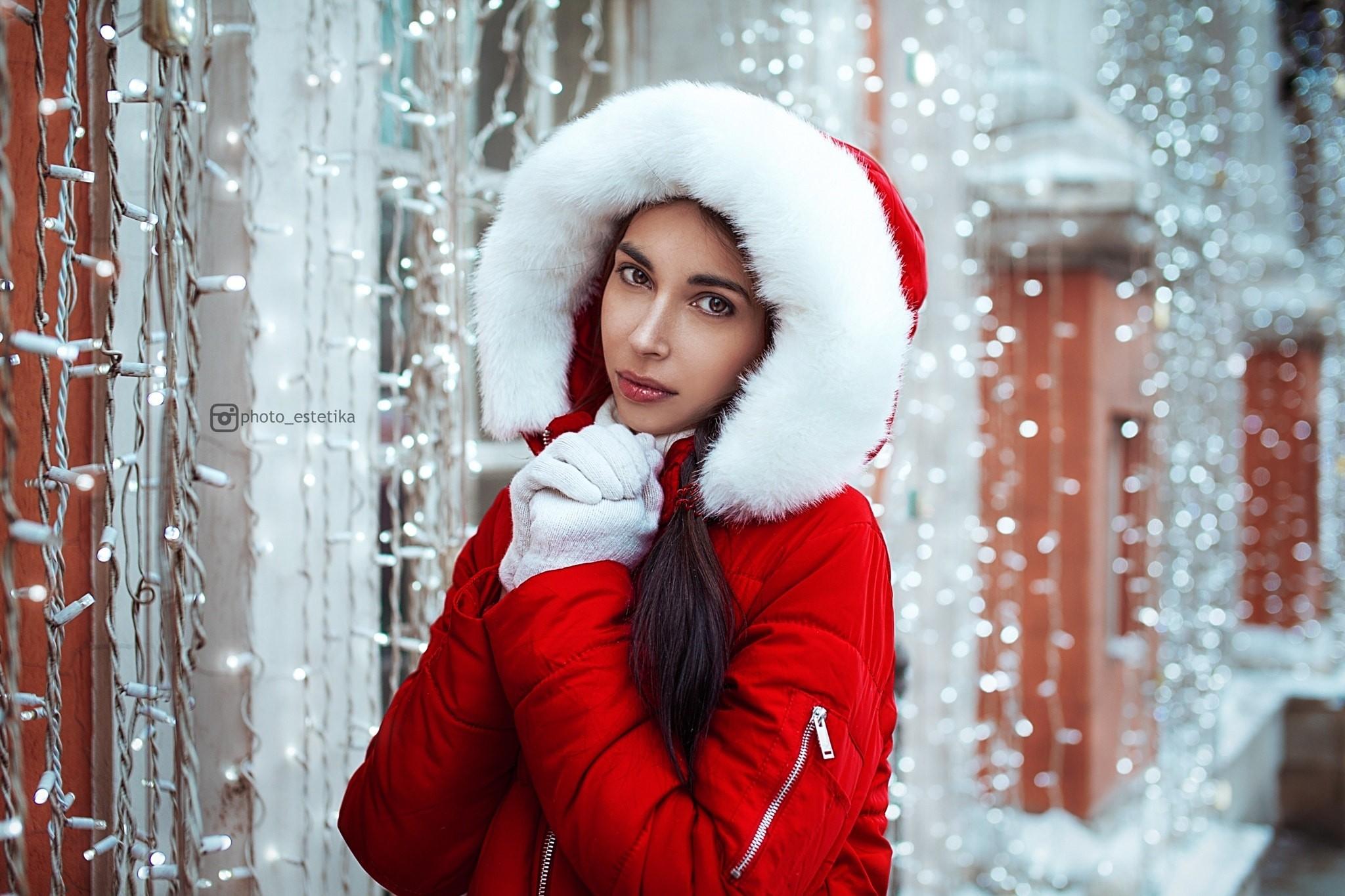 1918006b59dc7 women portrait depth of field red snow winter dress gloves hoods sweater  Christmas holiday Santa Claus