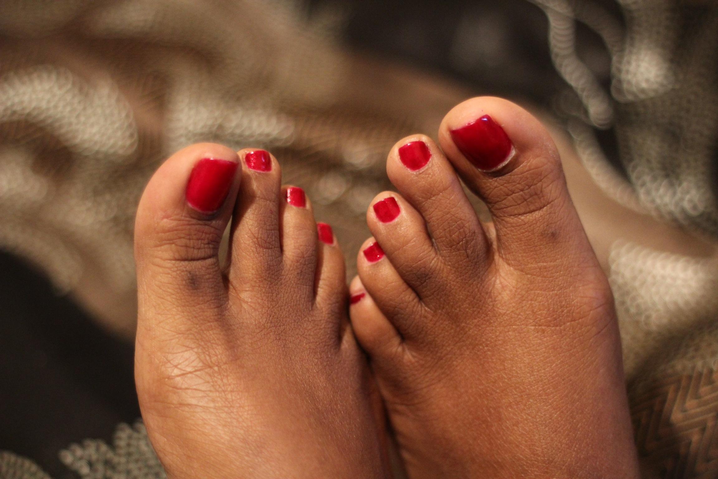 Фото пальцы ног красотки