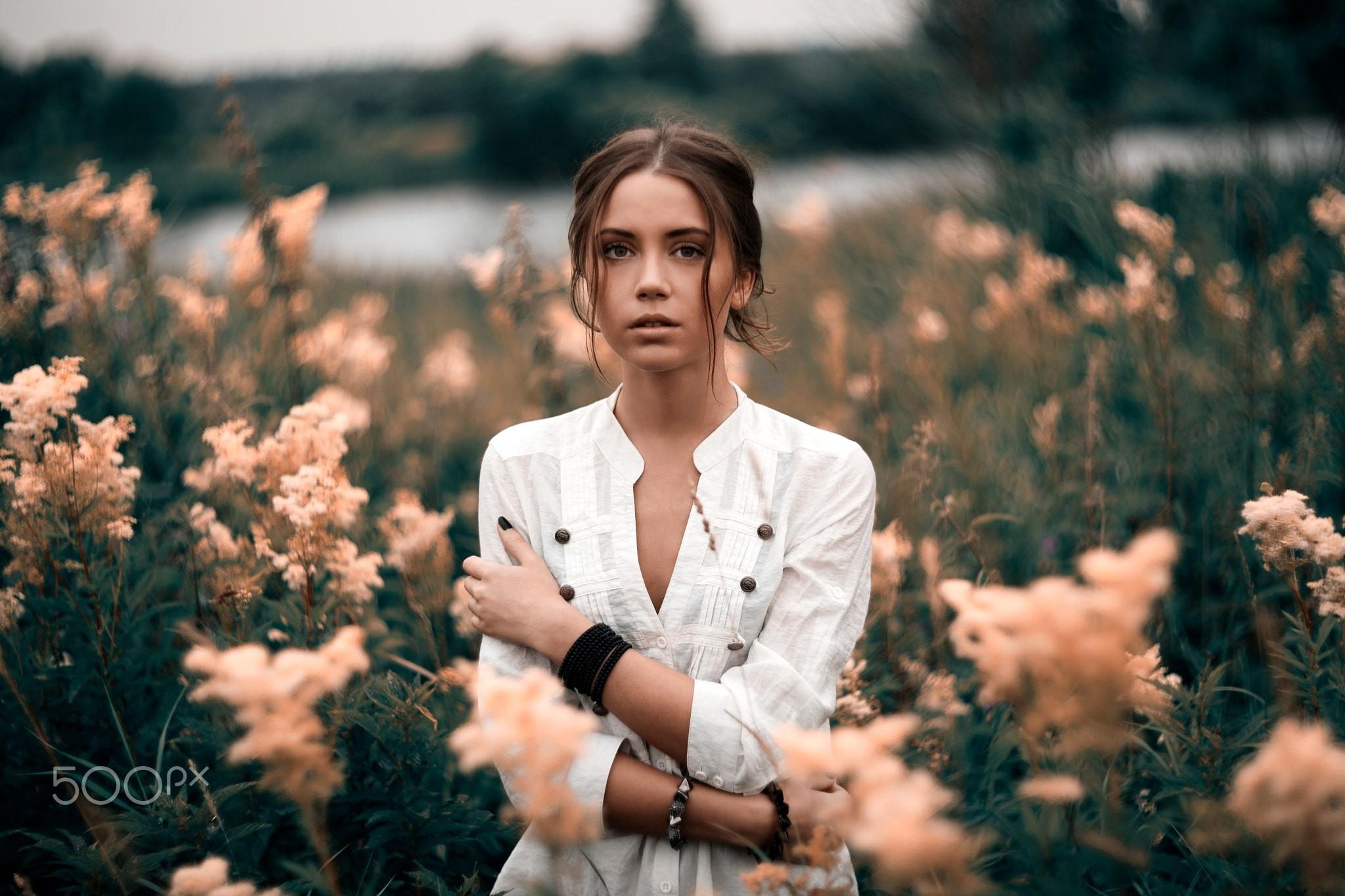 Hintergrundbilder Frau Portrat Hemd Im Bett Xenia Kokoreva