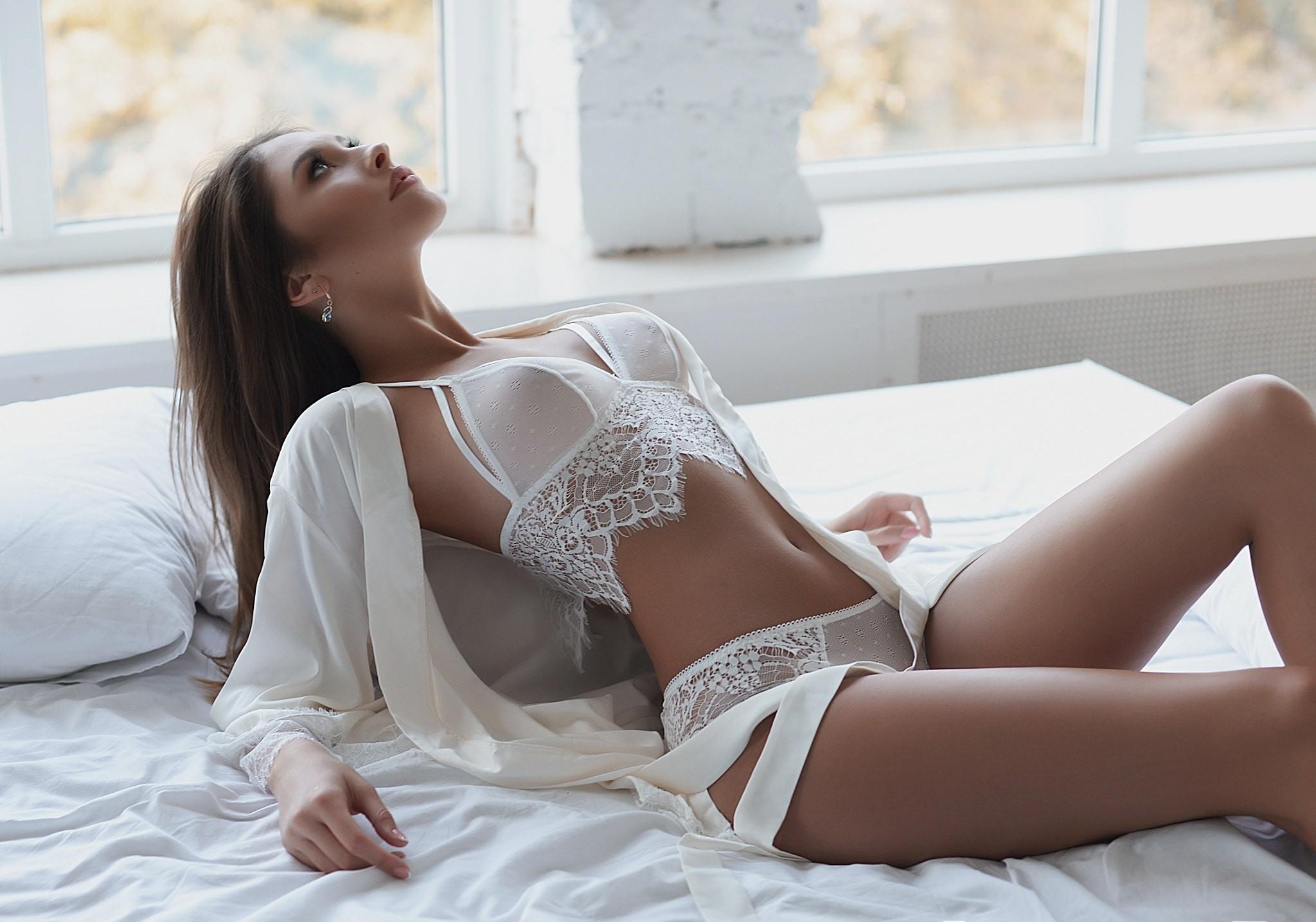 Полуголые девушки в кружевном белье, голая жена смотреть онлайн