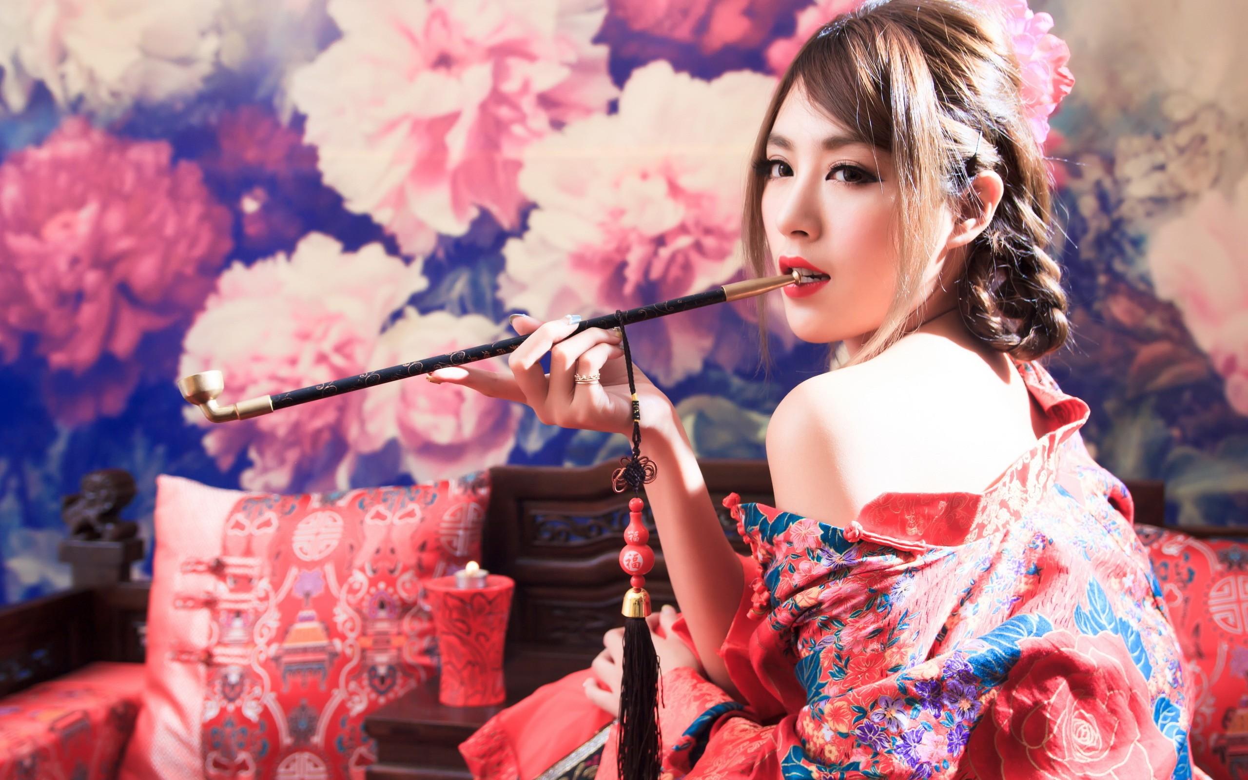 Asian opium pipe
