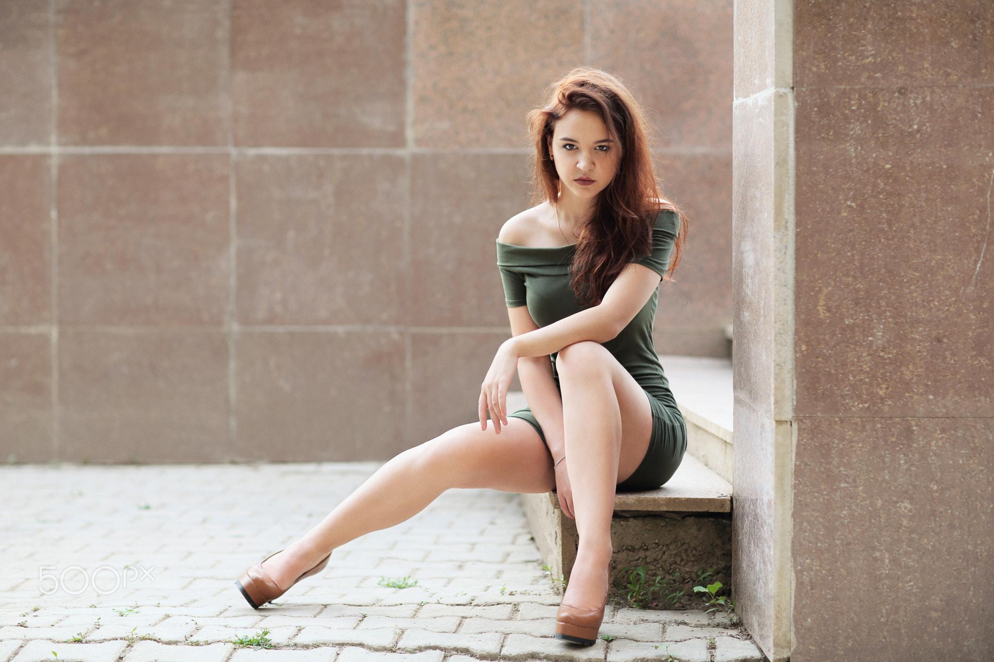 Фотографии девушек сидя в мини крупного великолепного качества