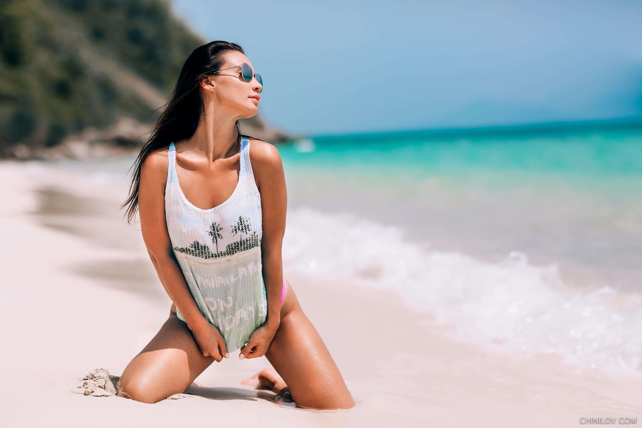 утренний ветерок брюнетка в очках и на пляже матрона хозяйка