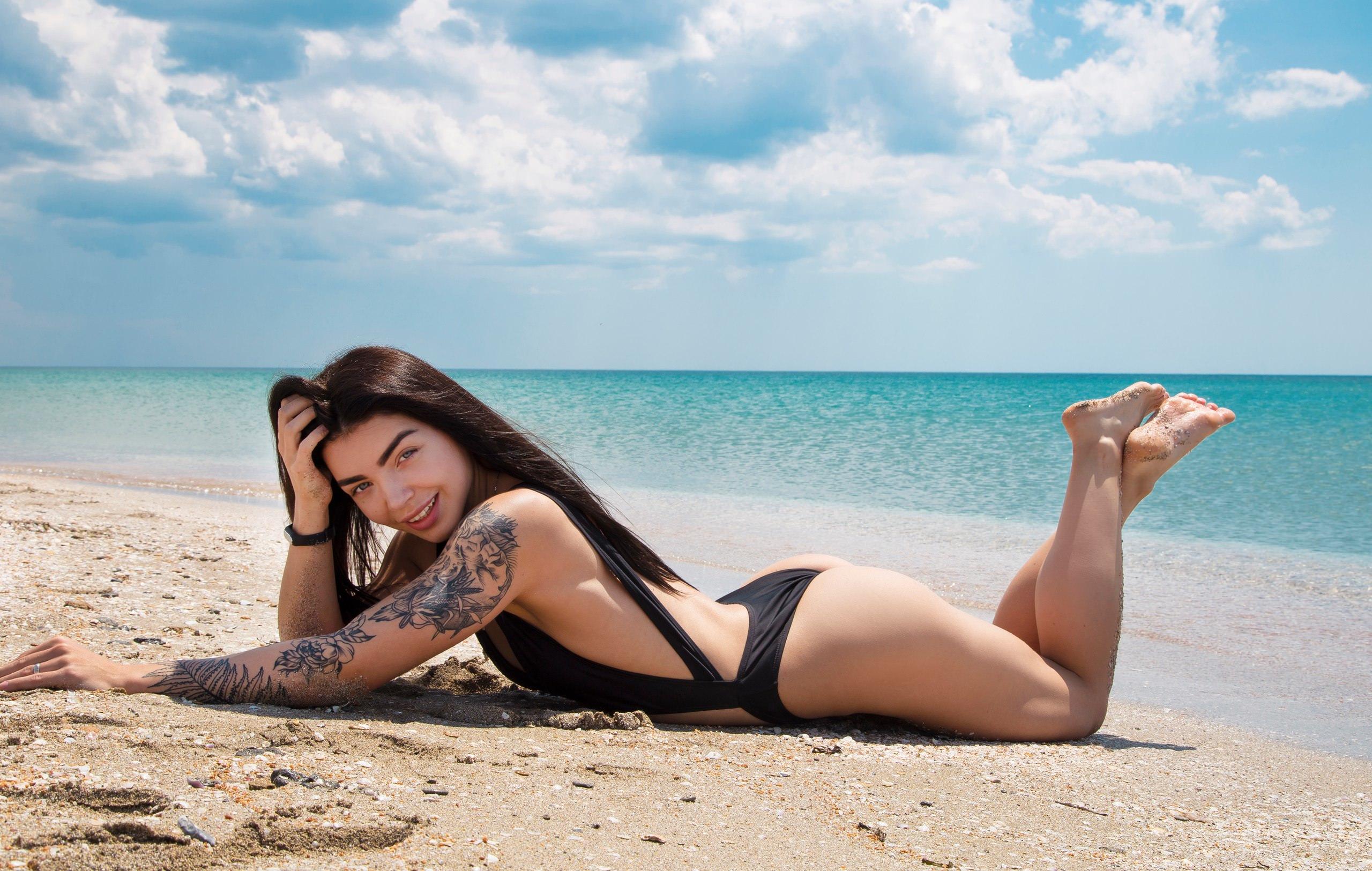 Фотографии брюнеток в на пляже