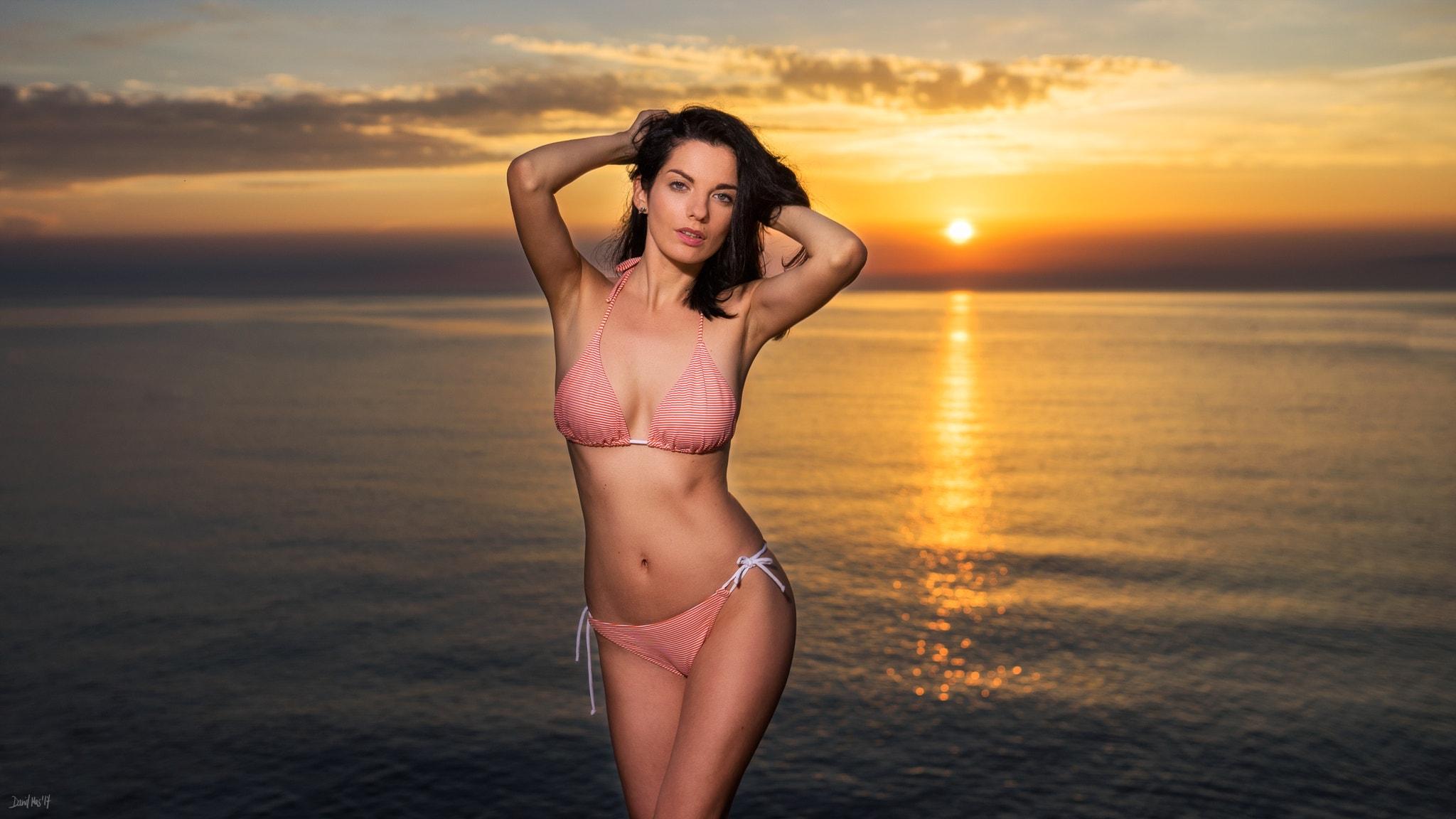 Фото женщин в купальниках смотреть онлайн бесплатно, Девушки в микро и экстрим бикини -фото 15 фотография