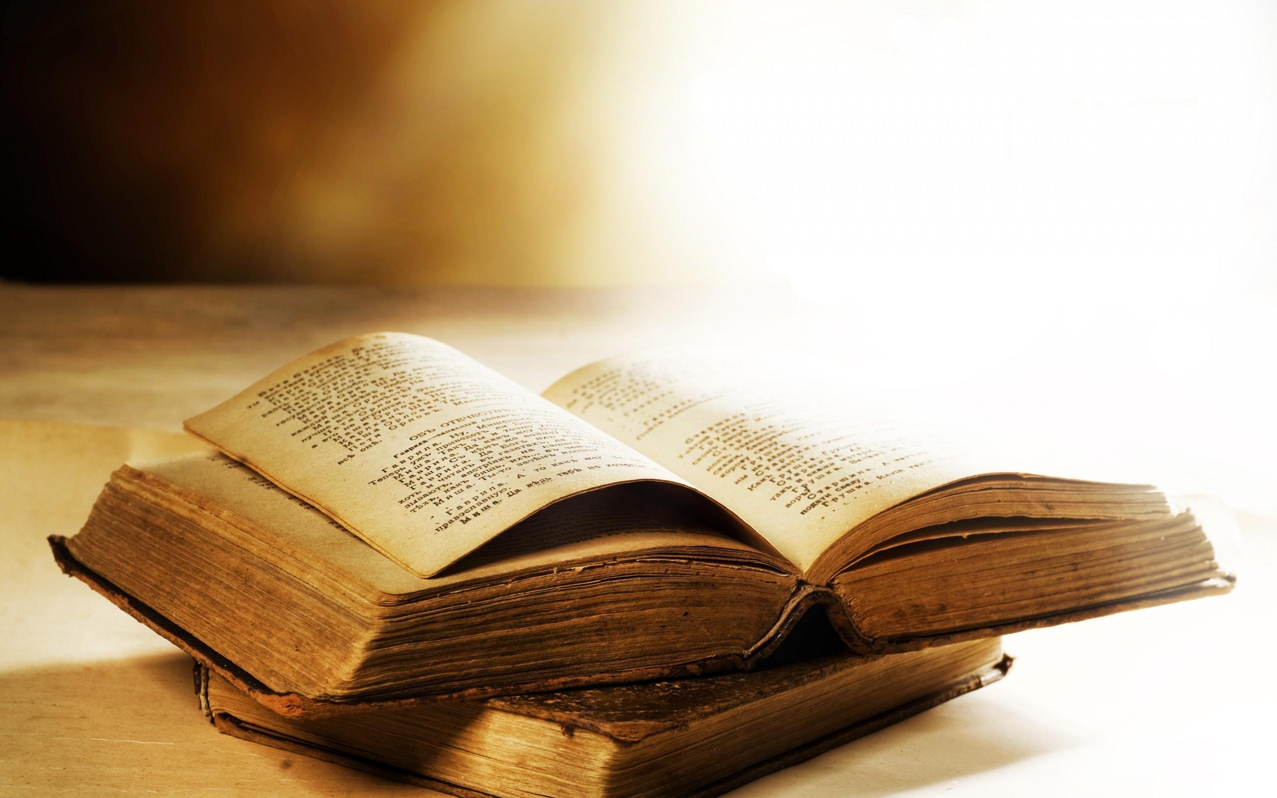 wallpaper : wood, books, writing 2560x1600 - pere - 171468 - hd